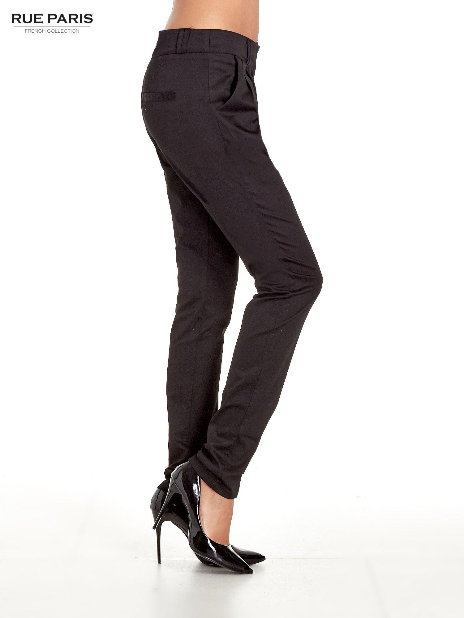 Czarne spodnie cygaretki z zakładkami                                  zdj.                                  3