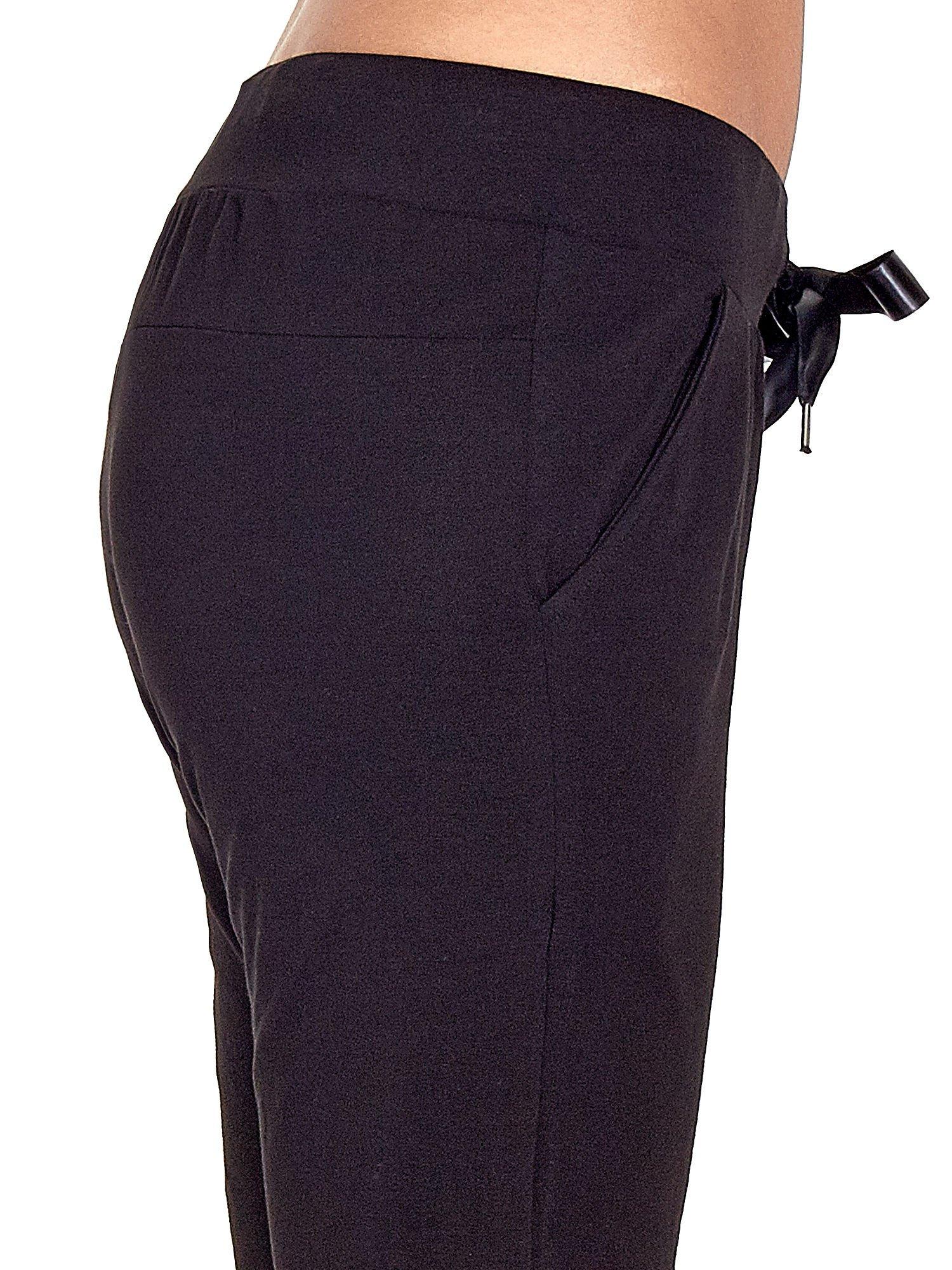 Czarne spodnie dresowe z nogawką ze ściągaczem                                  zdj.                                  5