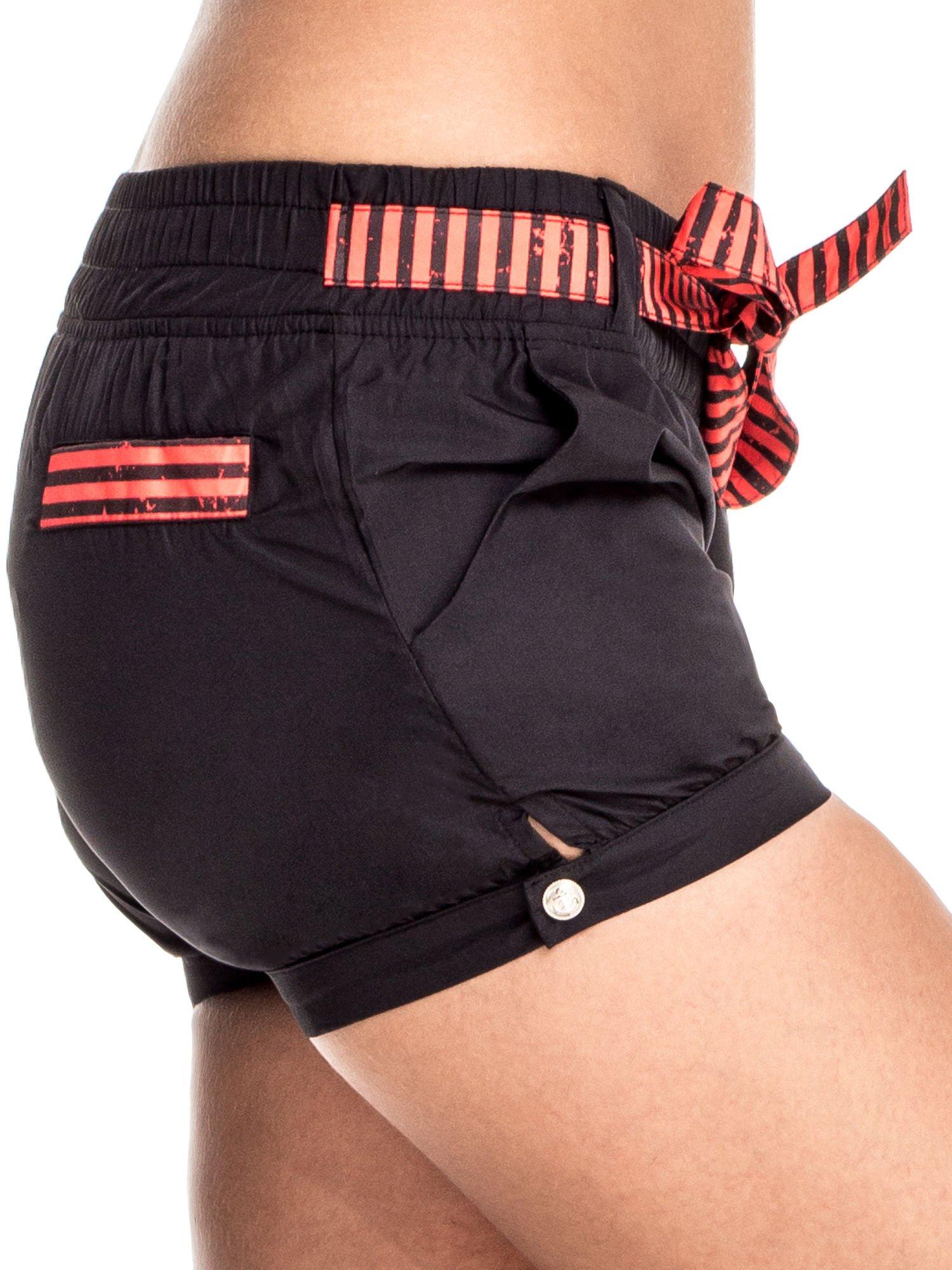 Czarne szorty damskie w stylu marynarskim                                  zdj.                                  5