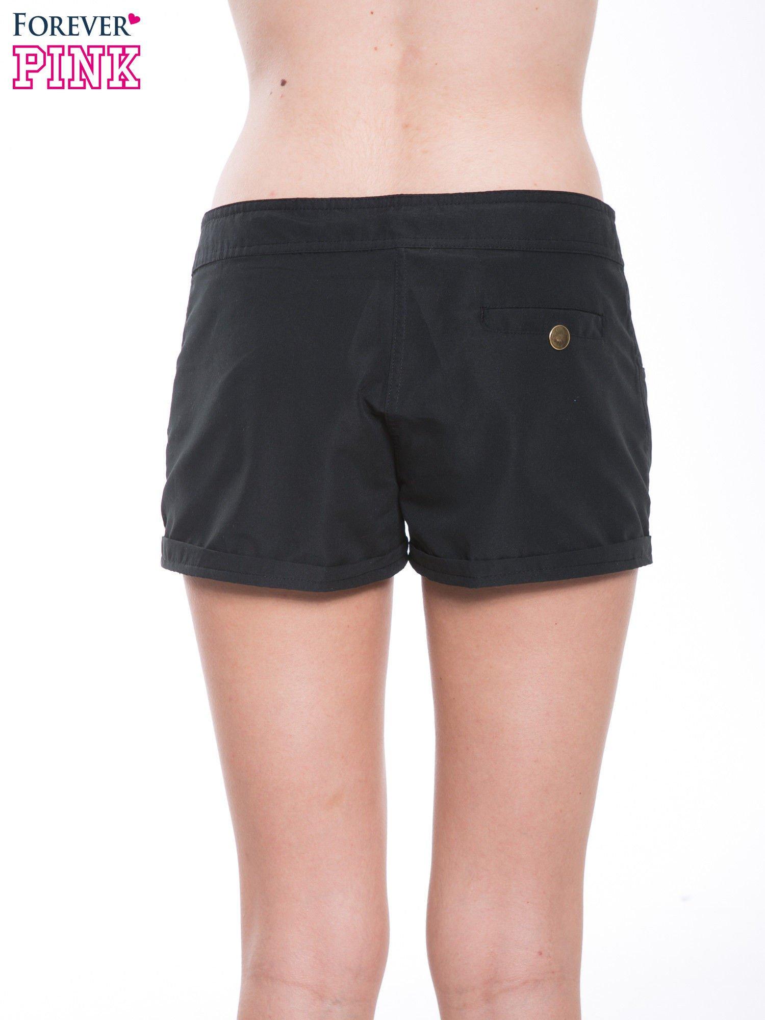 Czarne szorty plażowe wiązane w pasie                                  zdj.                                  2