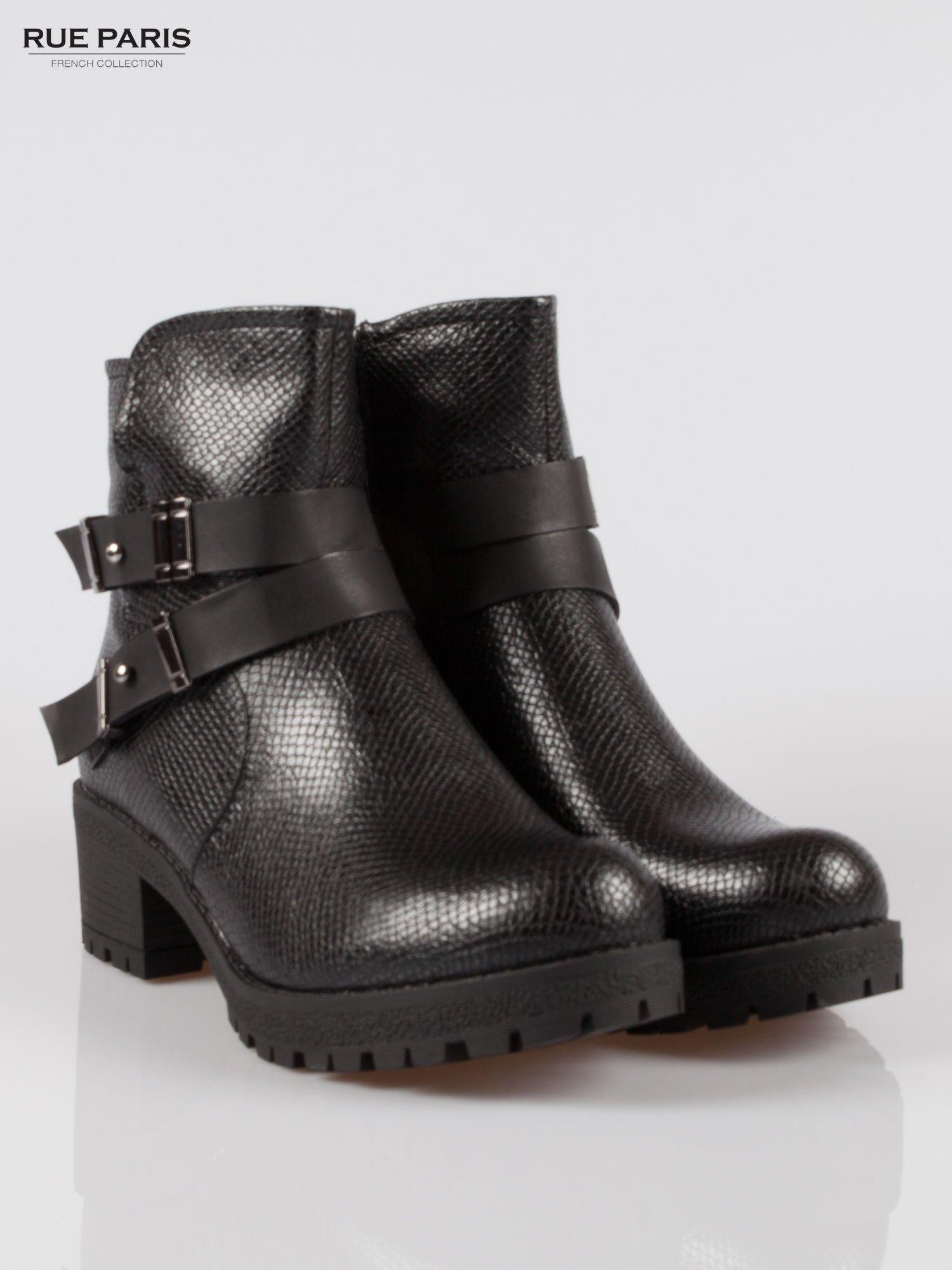 Czarne tłoczone botki biker boots z klamrami                                  zdj.                                  2