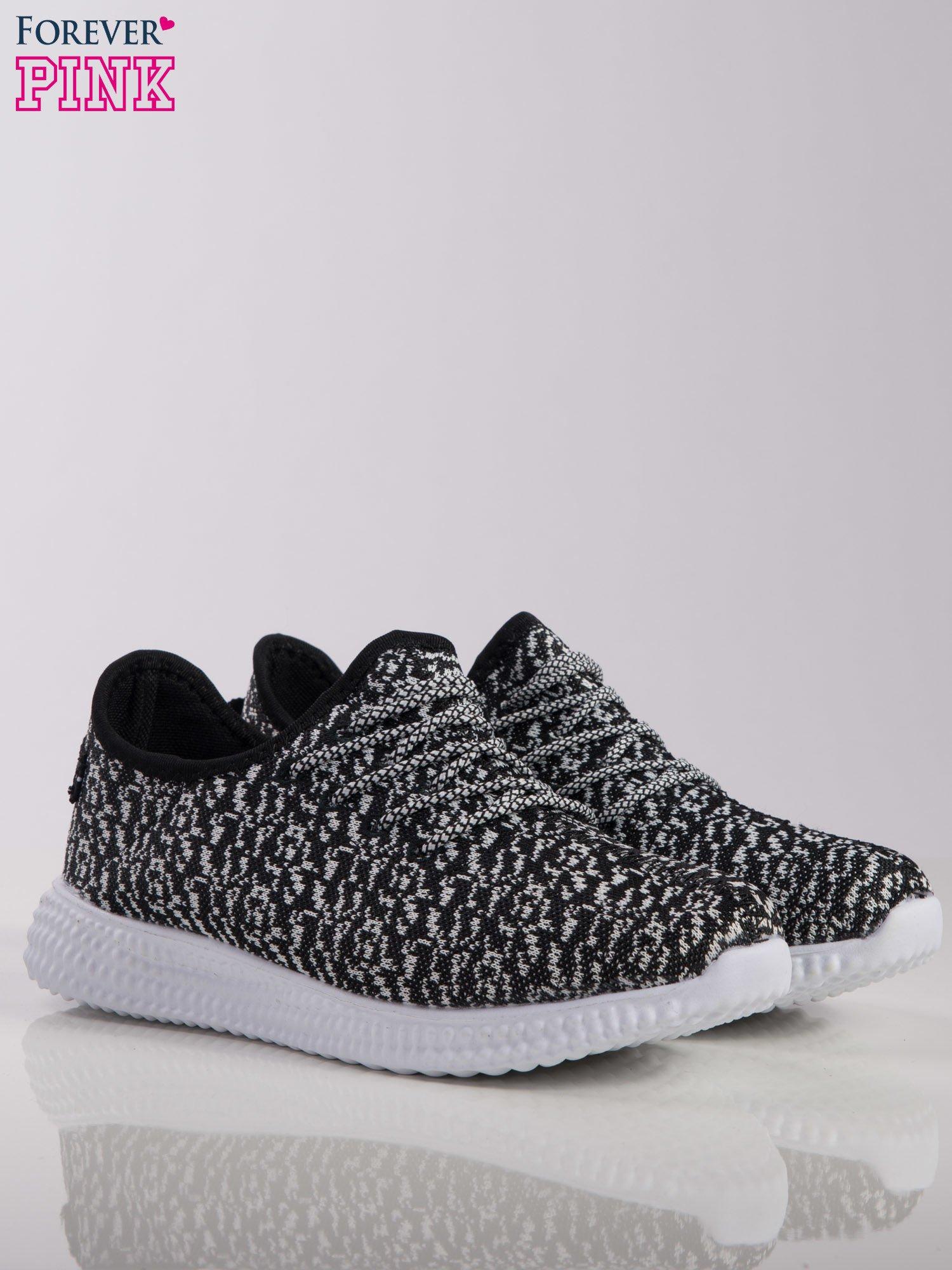 0eafacec ... Czarno-białe marmurkowe buty sportowe pattern z tkaniny z uchwytem z  tyłu na białej podeszwie ...