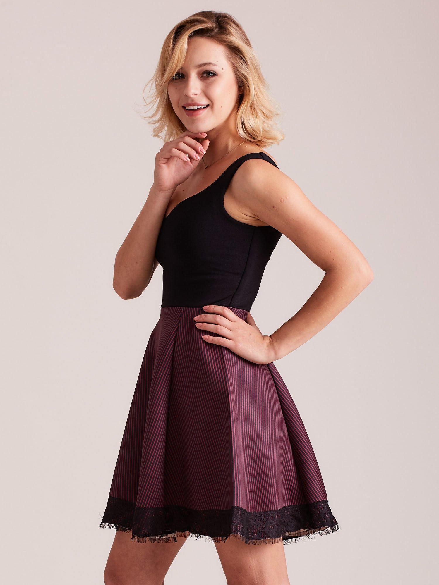 0f95b50cc1 Czarno-bordowa sukienka z dołem w paski - Sukienka koktajlowa - sklep  eButik.pl