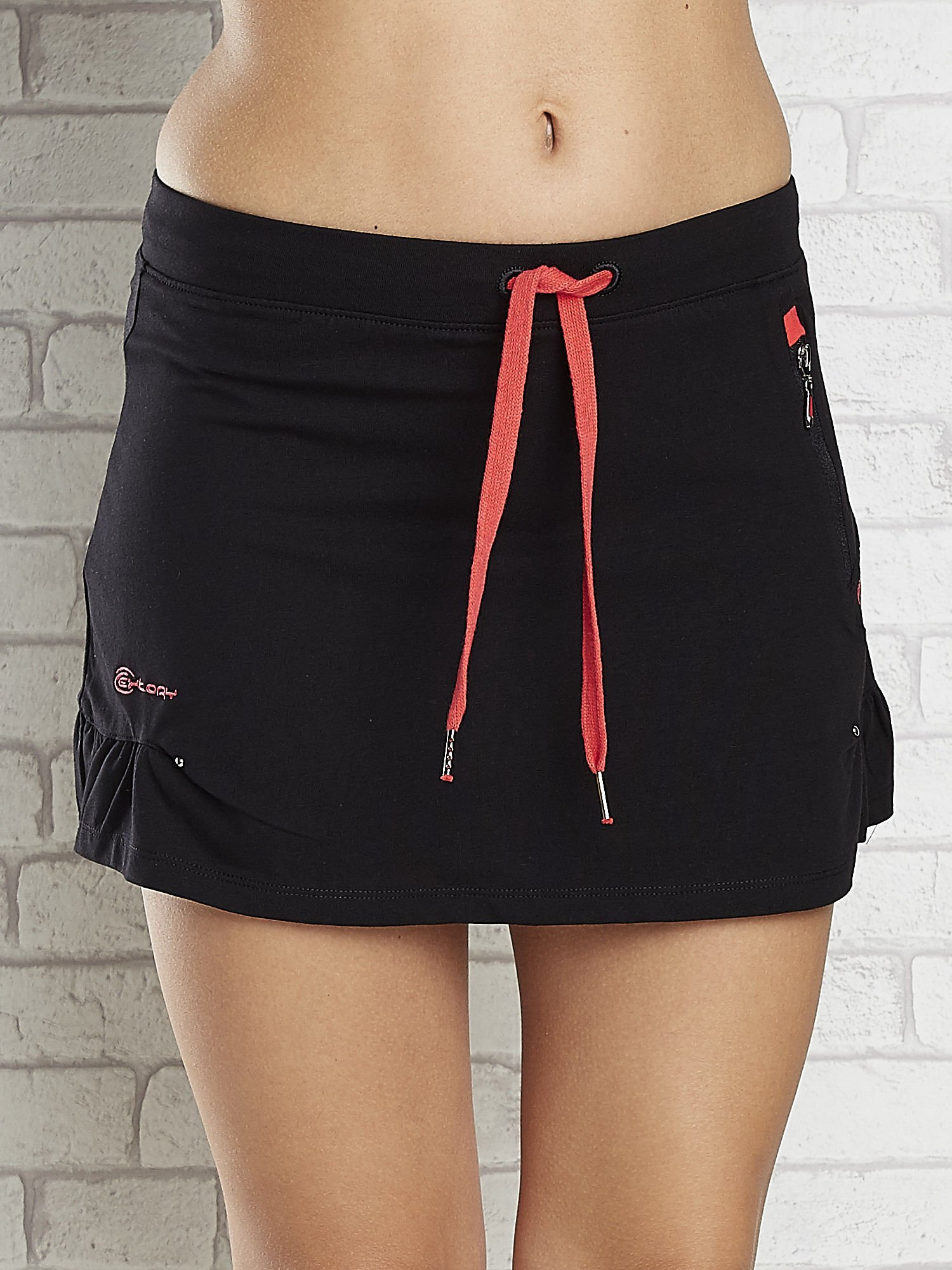 Czarno-czerwona spódnica dresowa z falbanką i troczkiem                                  zdj.                                  4