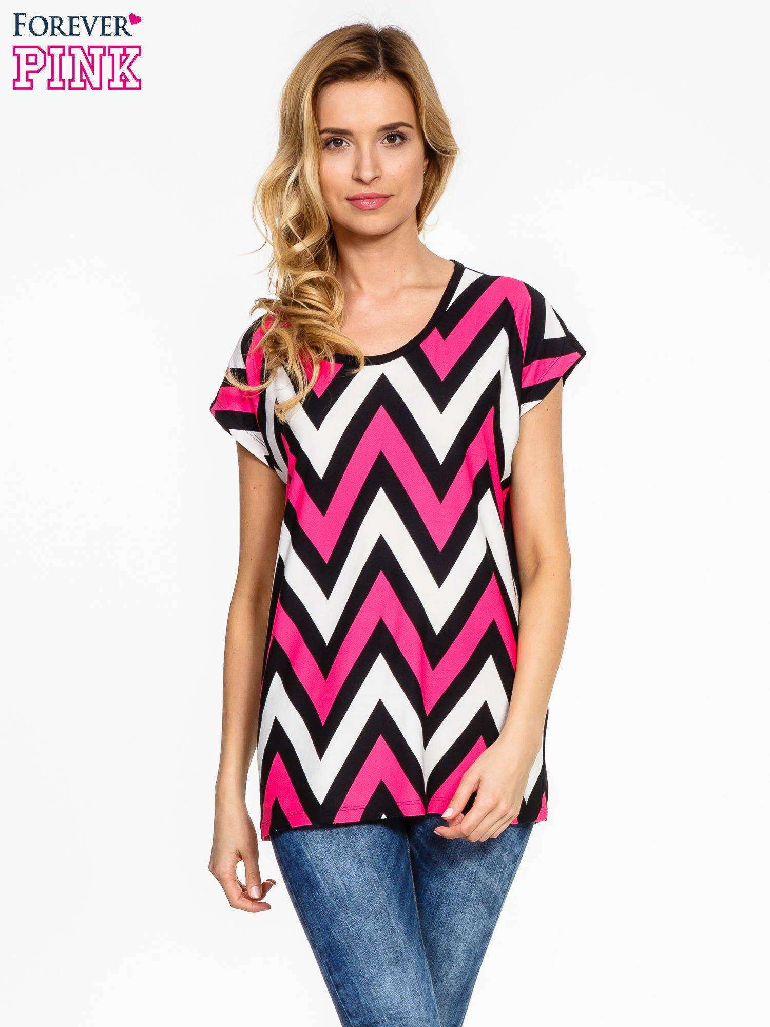 Czarno-różowy t-shirt w geometryczne wzory                                  zdj.                                  1