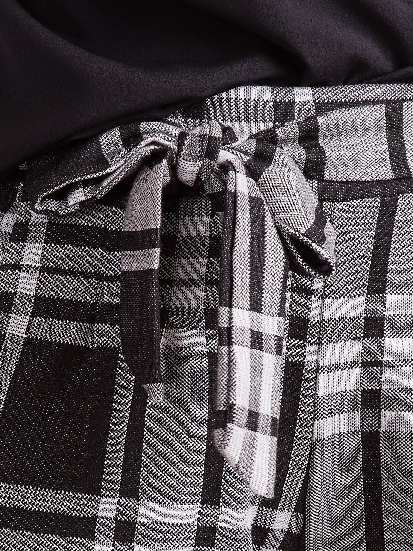 Czarno szare spodnie w kratę z wiązaniem