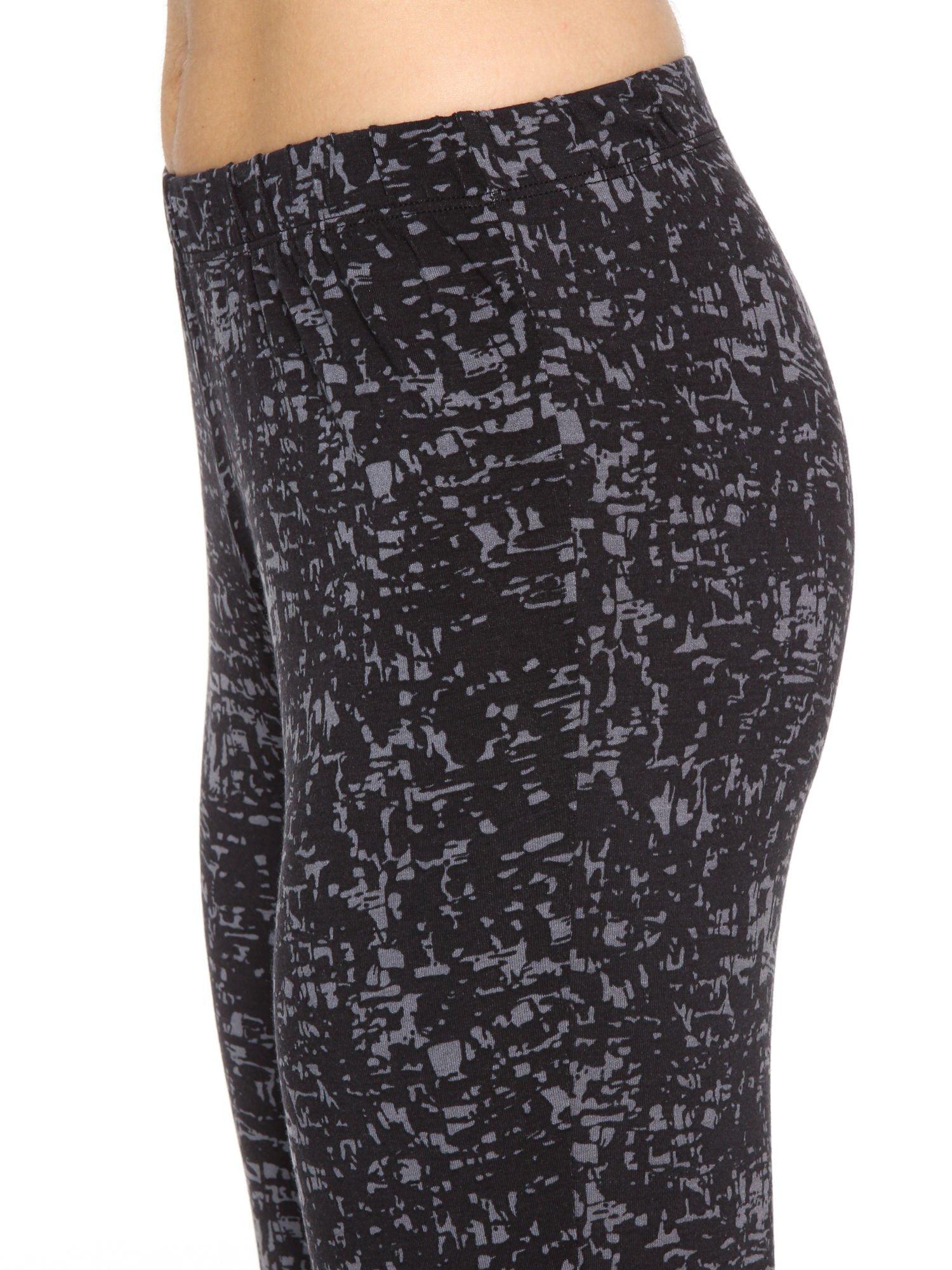 Czarno-szare wzorzyste spodnie typu dzwony                                  zdj.                                  6