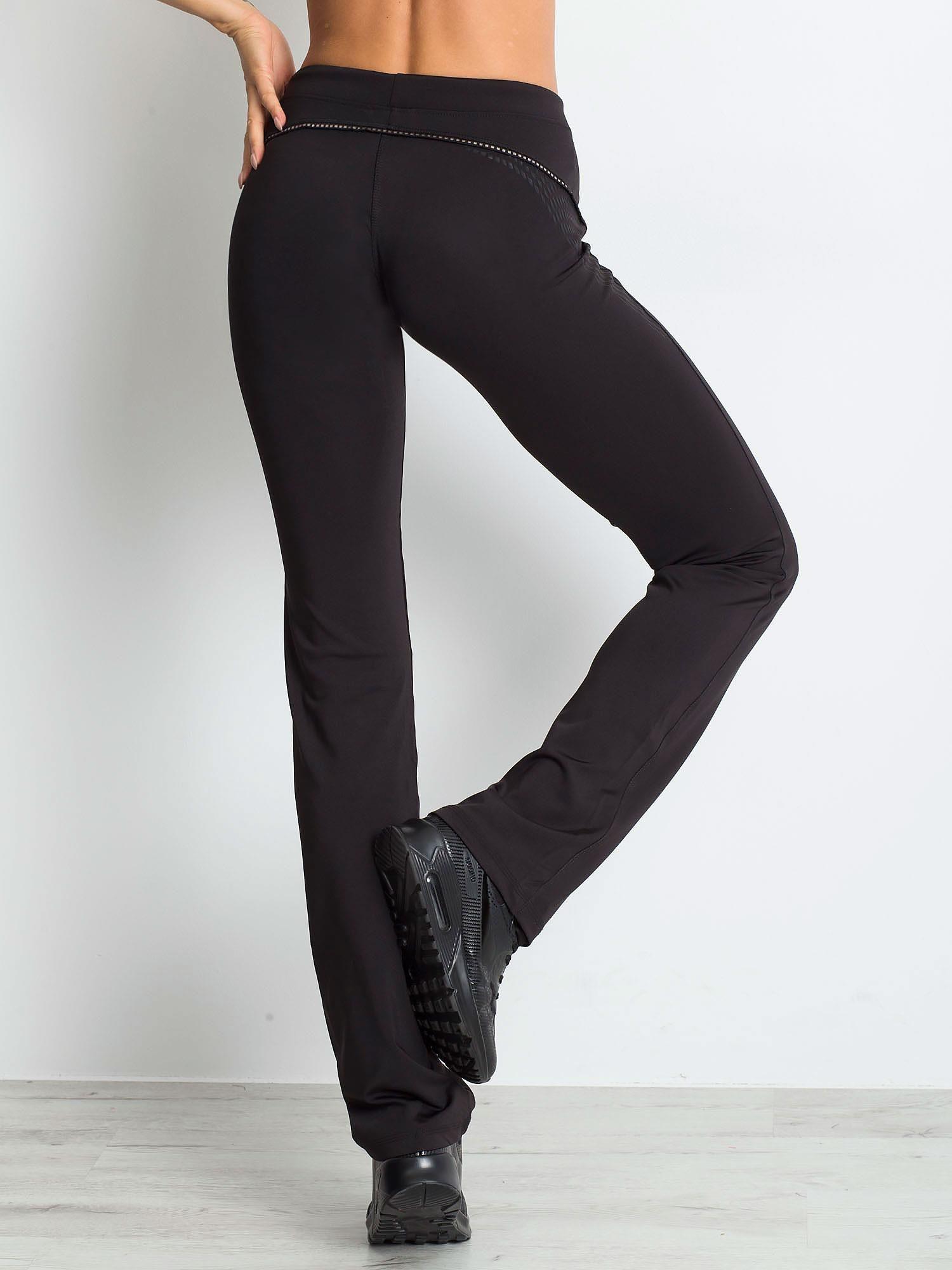 Czarnobrązowe śliskie spodnie z troczkami i wzorkiem po boku                                  zdj.                                  2