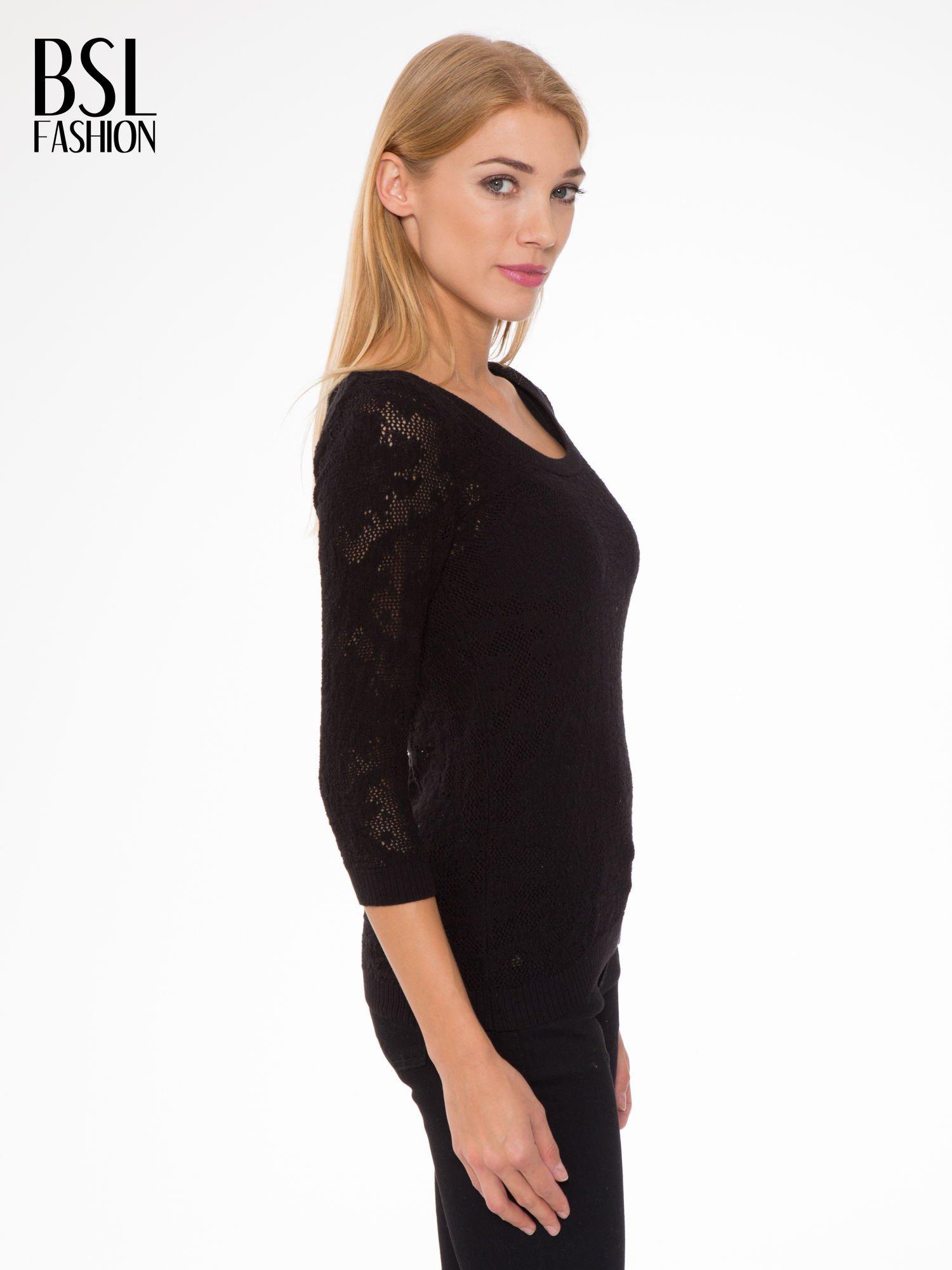 Czarny ażurowy sweter z rękawami 3/4                                  zdj.                                  3