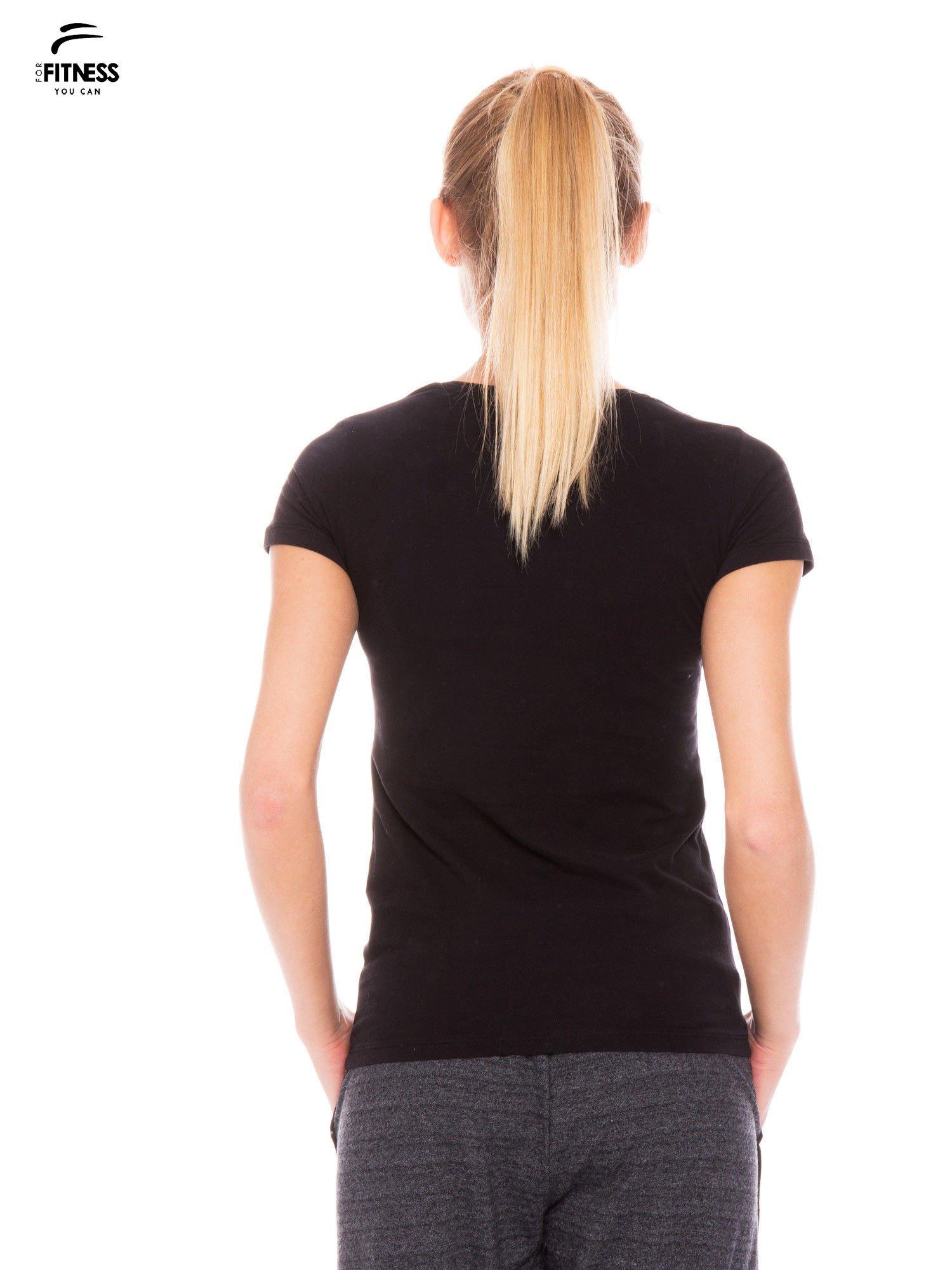 Czarny gładki t-shirt z bawełny                                  zdj.                                  3