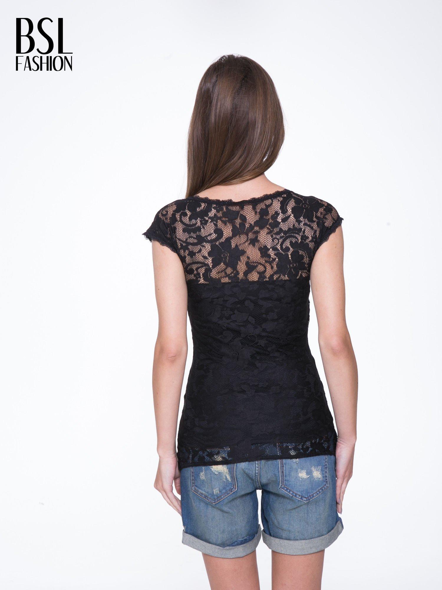 Czarny koronkowy t-shirt z głębokim dekoltem                                  zdj.                                  4