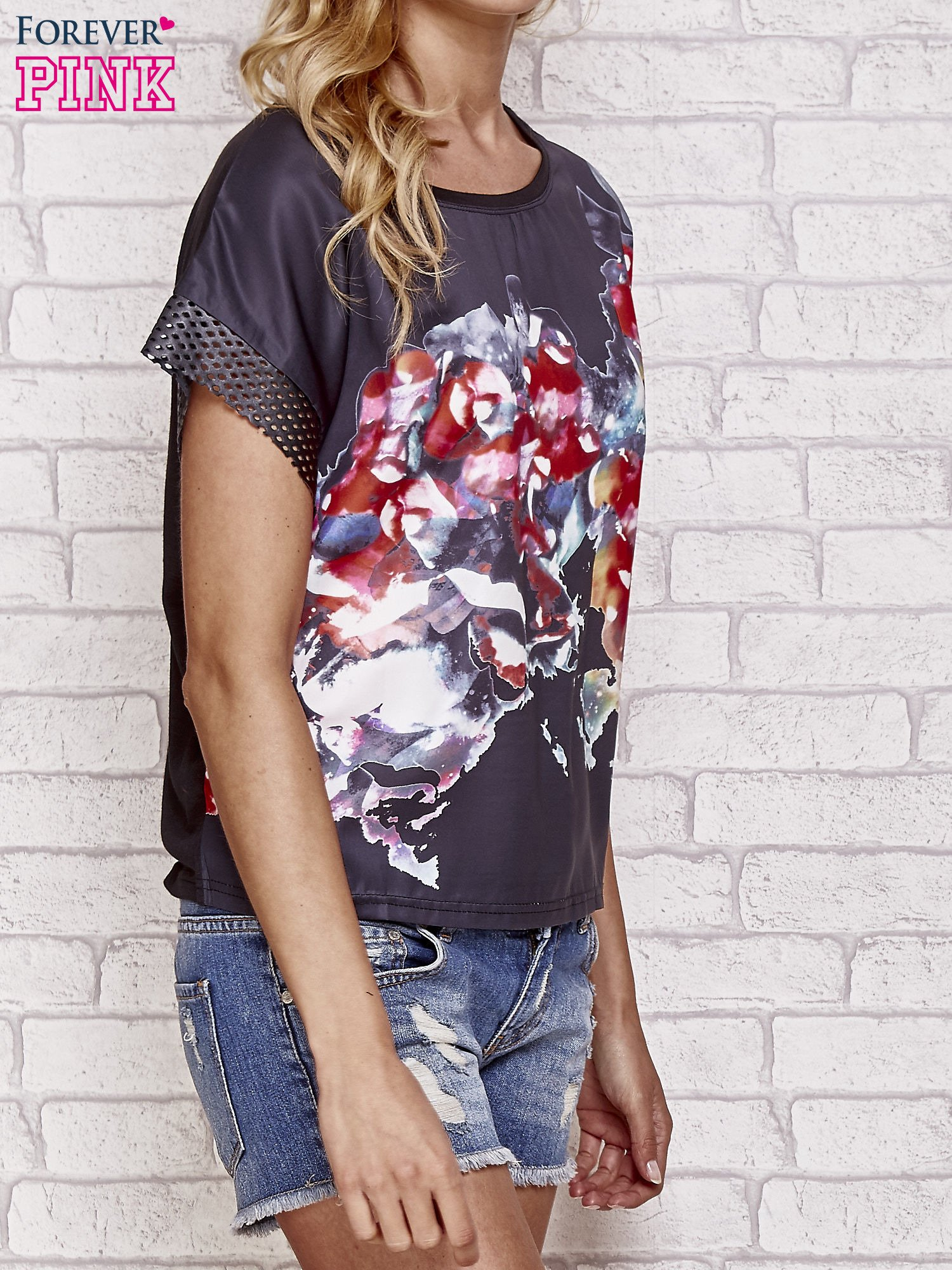 Czarny kwiatowy t-shirt ze skórzanymi rękawami                                  zdj.                                  3