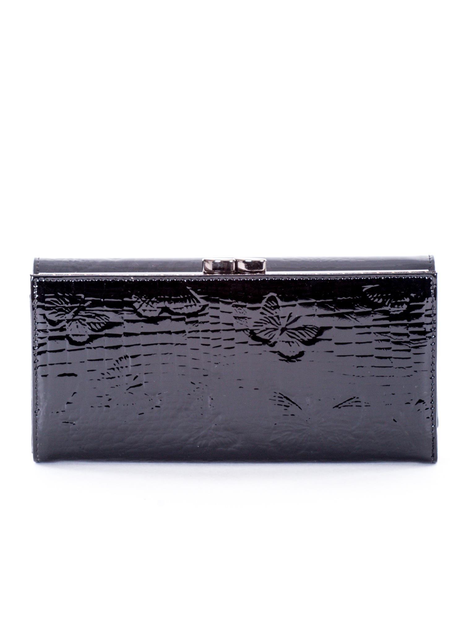 46131616e5ae3 Czarny lakierowany portfel w tłoczone motyle - Akcesoria portfele - sklep  eButik.pl