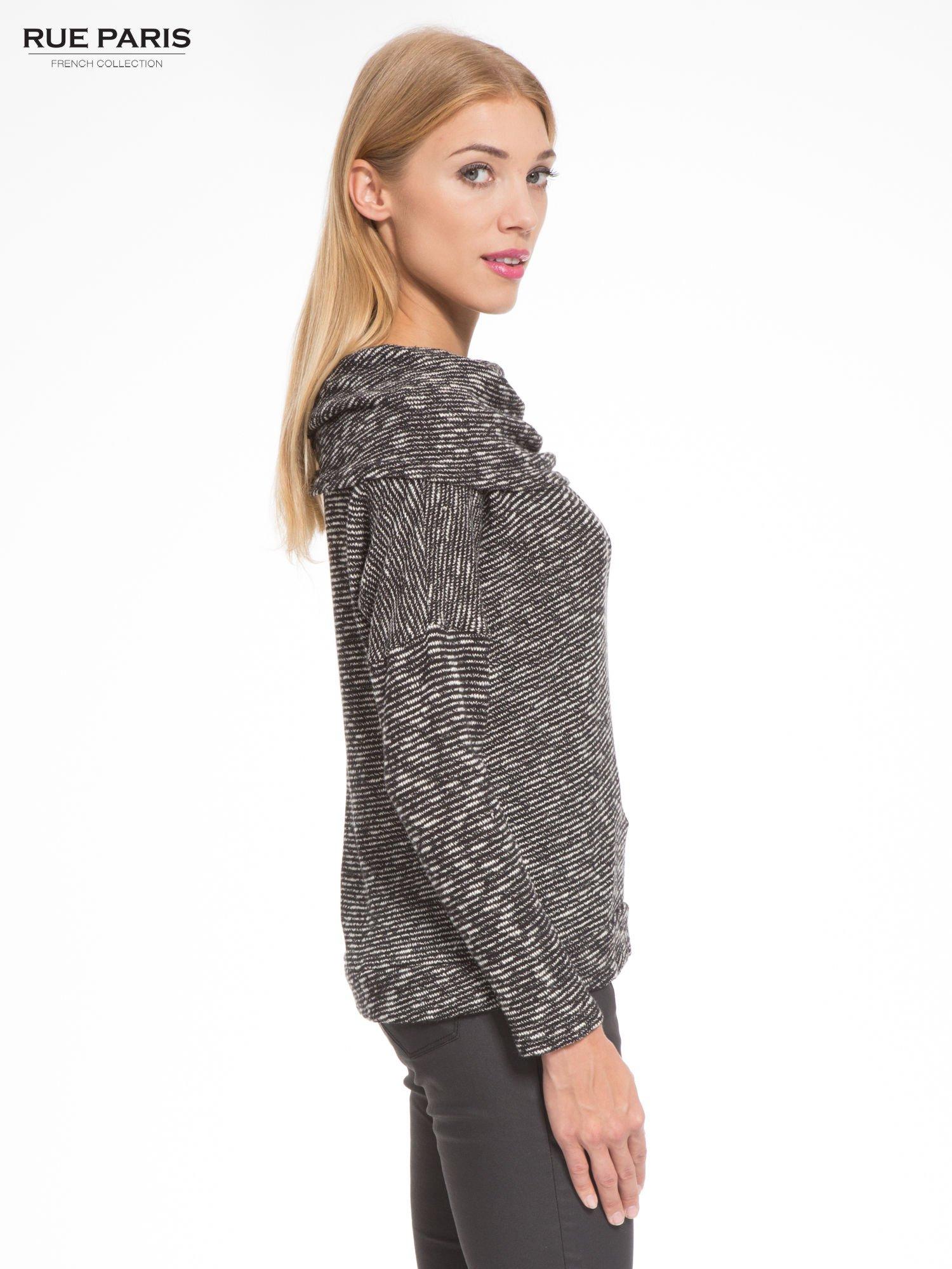 Czarny melanżowy sweter z ozdobnym kołnierzogolfem                                  zdj.                                  3