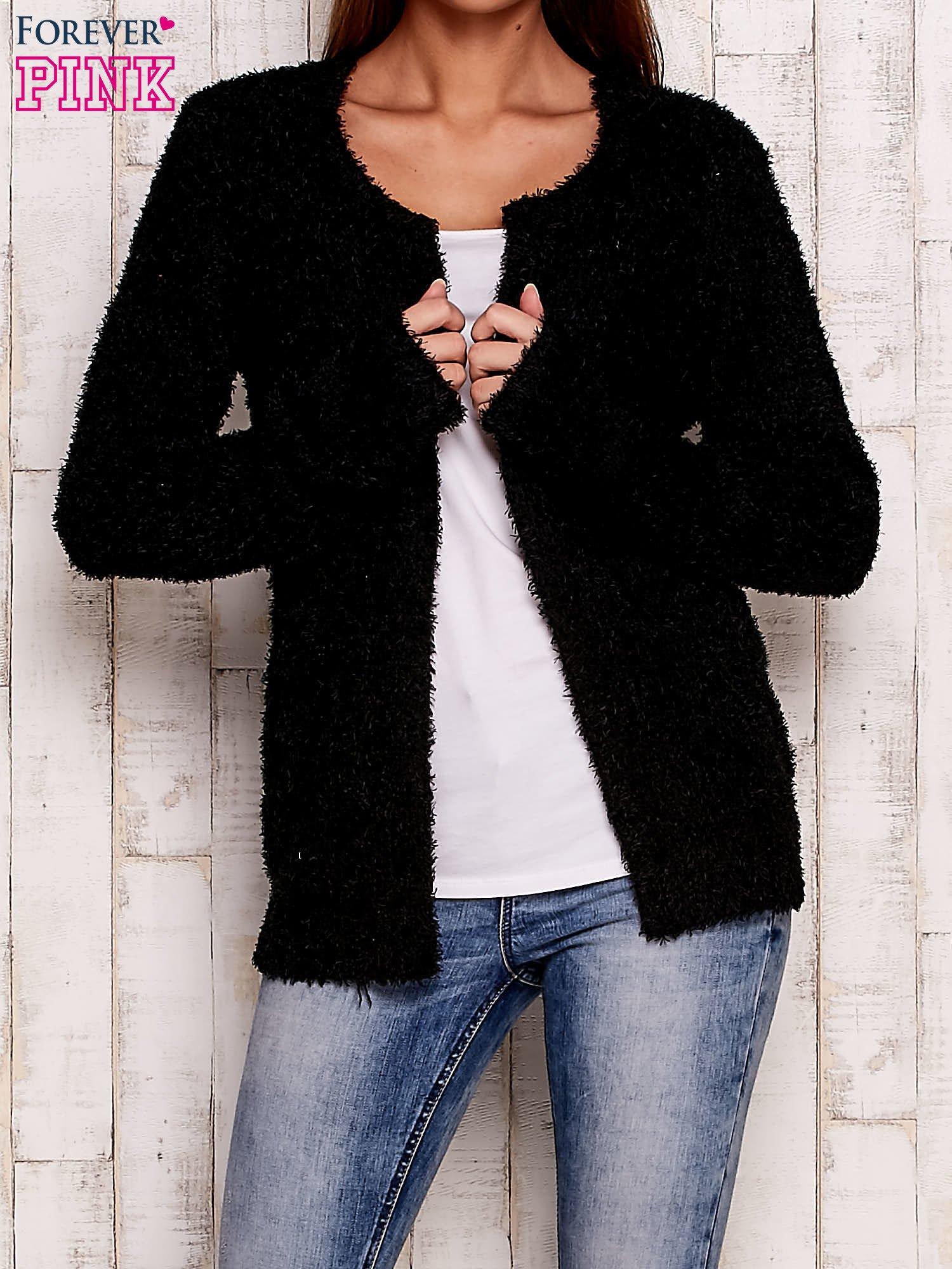 Czarny otwarty włochaty sweter                                   zdj.                                  1