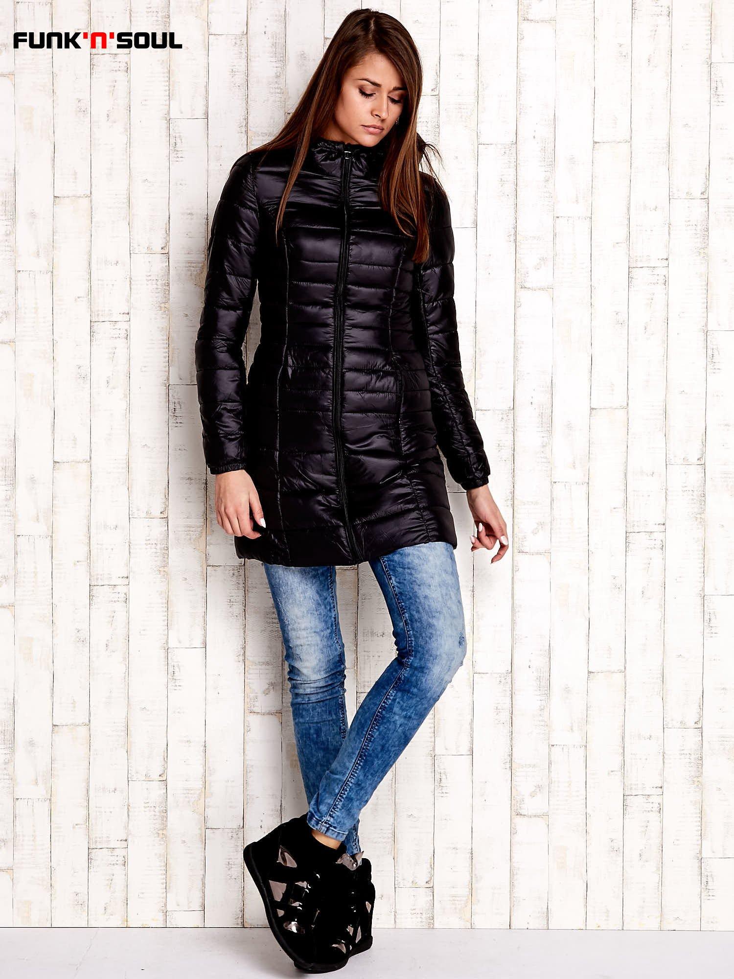 Czarny pikowany płaszcz z kapturem FUNK N SOUL                                  zdj.                                  2