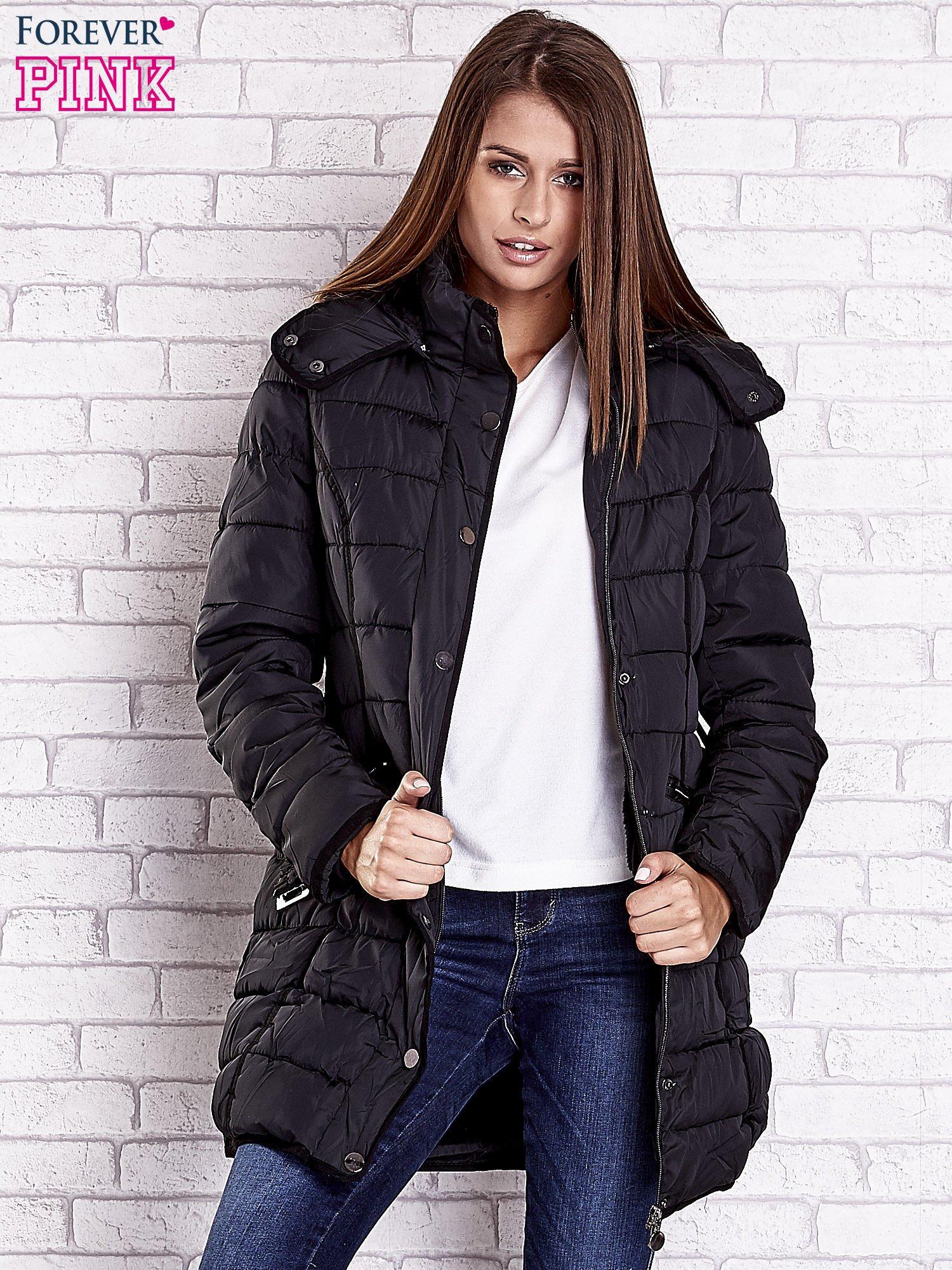 Czarny pikowany płaszcz z paskiem                                  zdj.                                  5