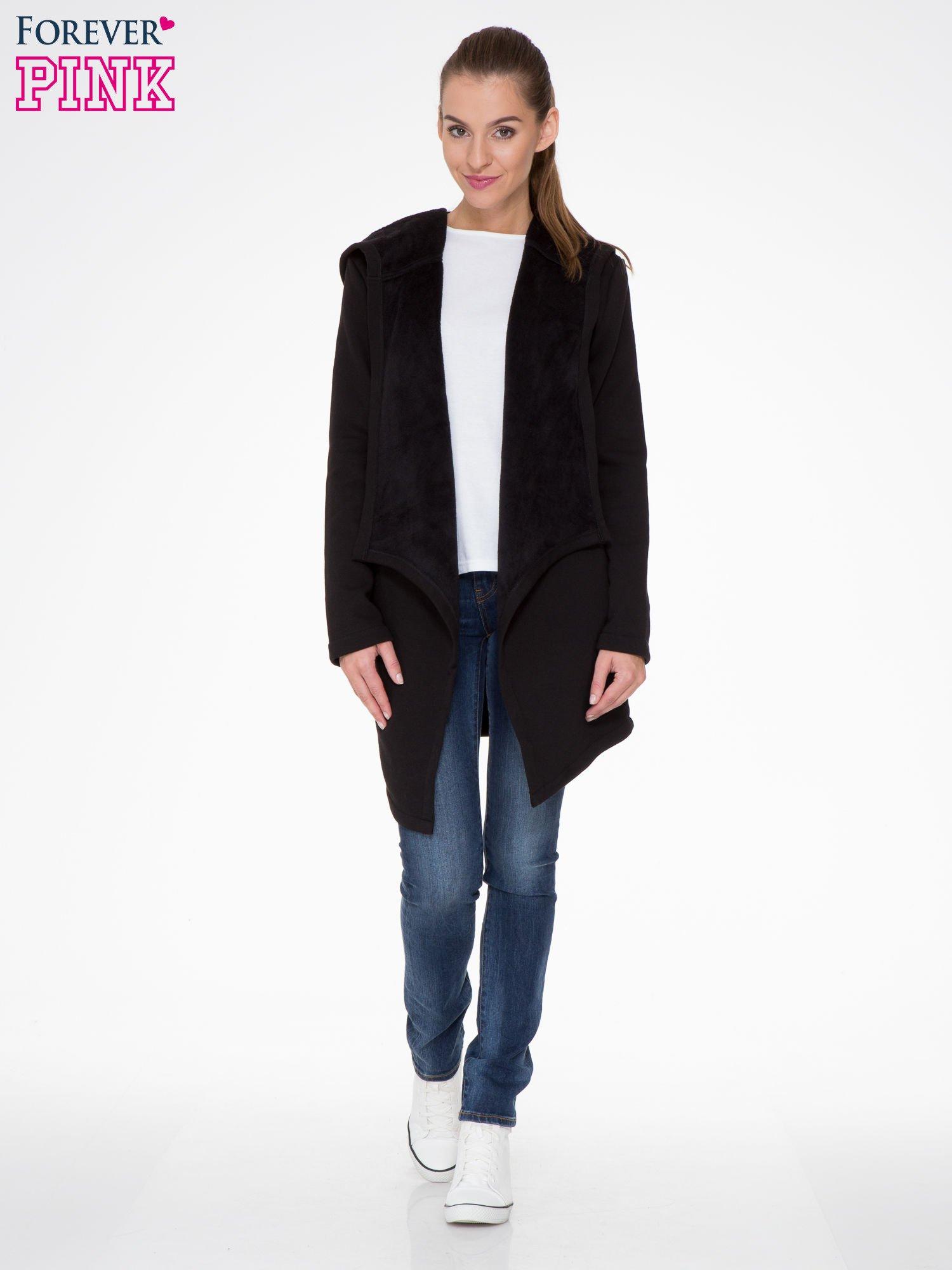 Czarny płaszcz dresowy z asymetrycznymi bokami                                  zdj.                                  2