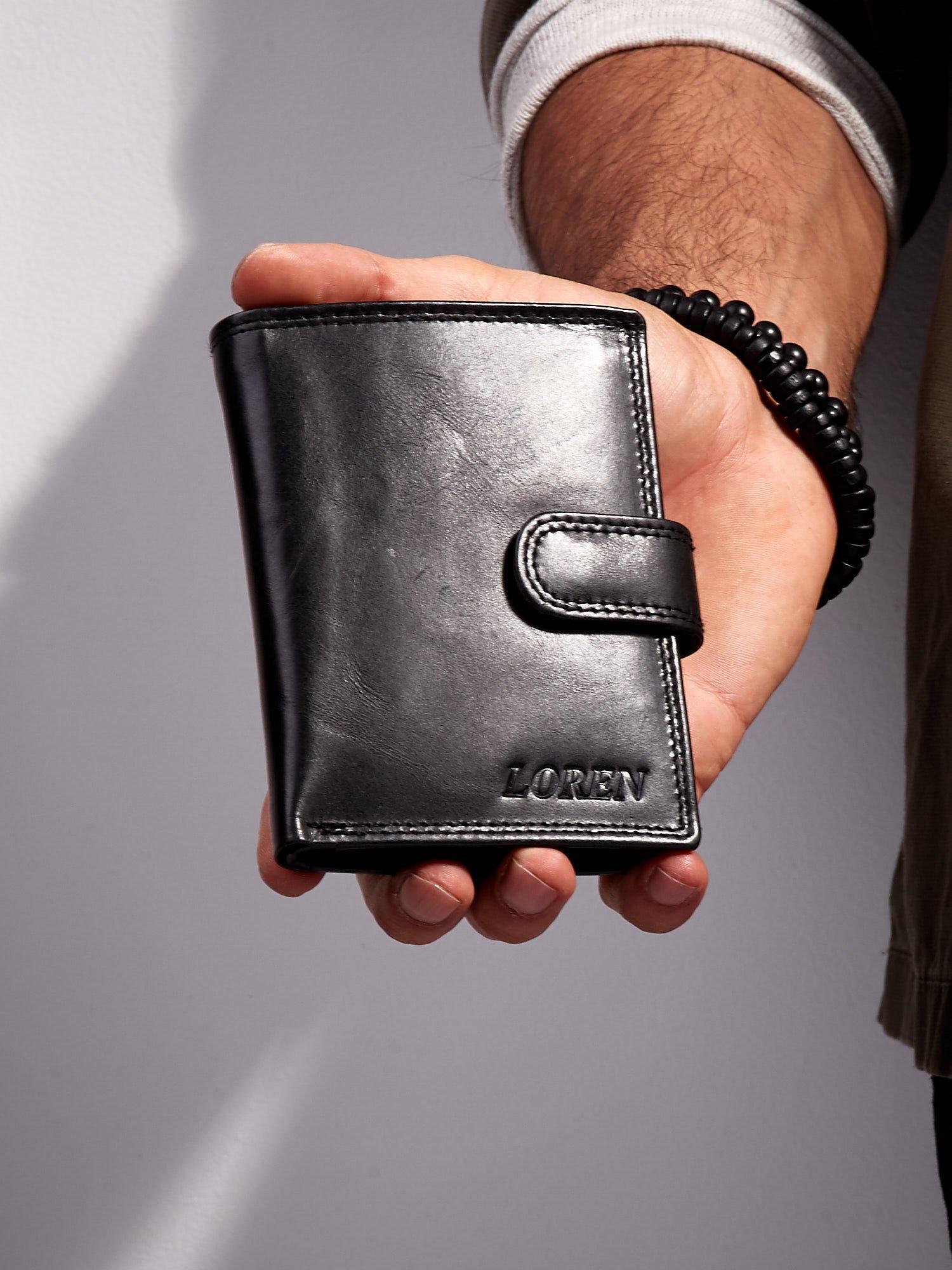 5a8bc7bd5a51c Czarny portfel męski ze skóry z zapięciem - Mężczyźni portfel męski ...