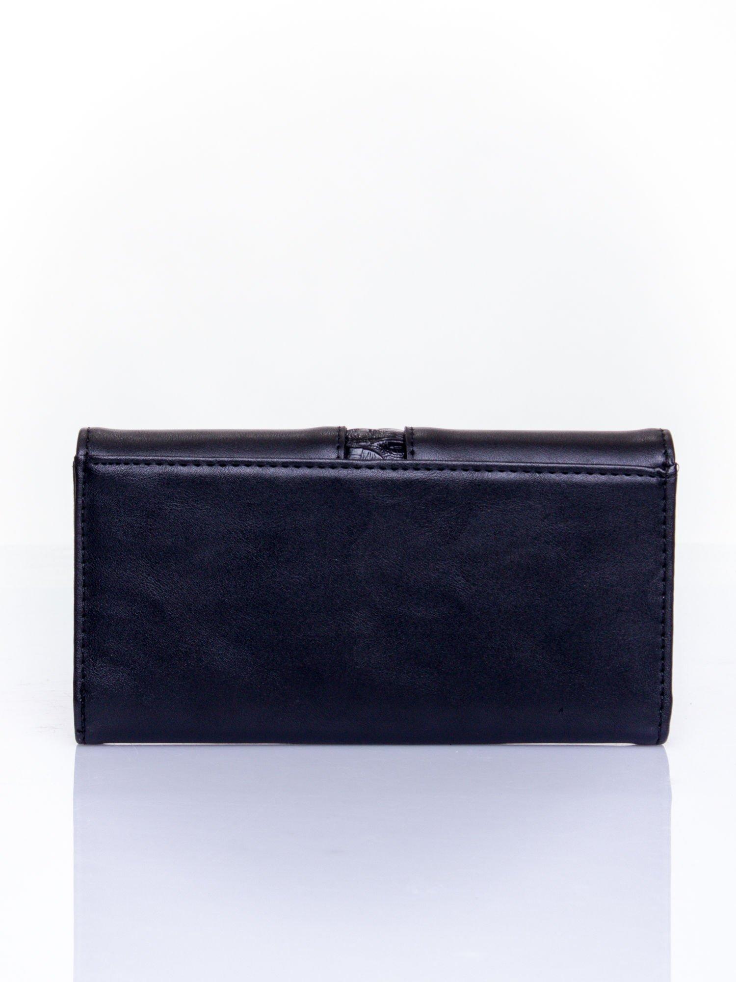 Czarny portfel ze złotym zapięciem                                   zdj.                                  2