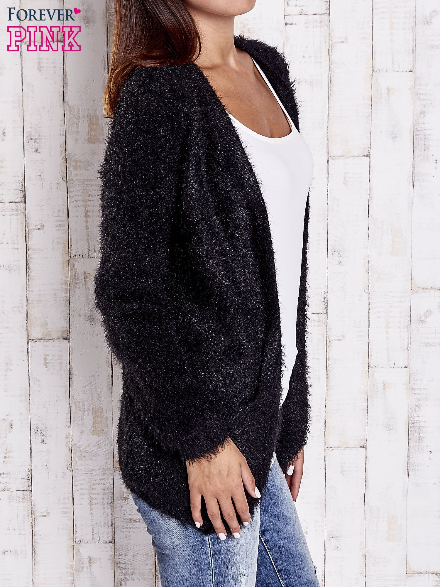 Czarny puszysty sweter z bocznymi kieszeniami                                  zdj.                                  3