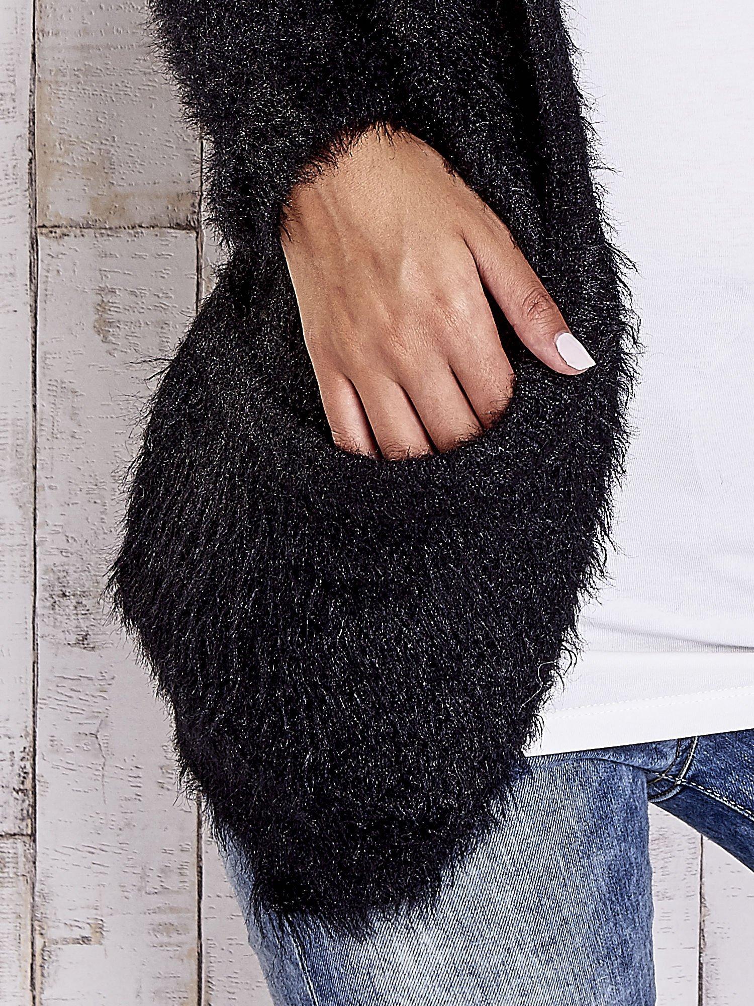 Czarny puszysty sweter z bocznymi kieszeniami                                  zdj.                                  6
