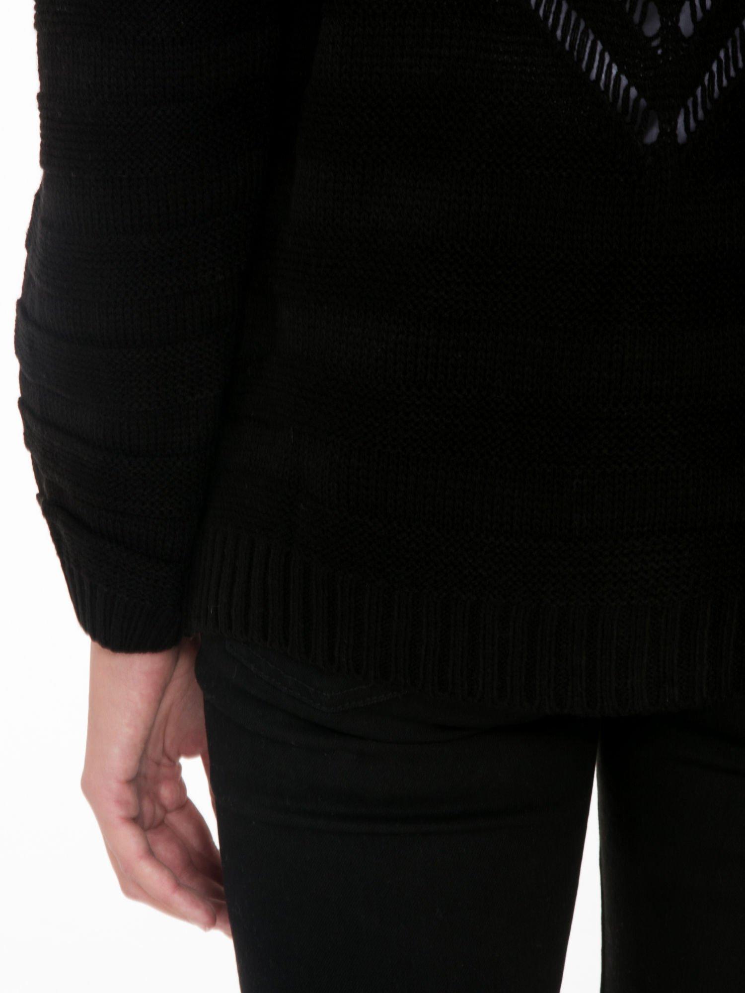 Czarny sweter typu kardigan z ozdobnym ażurowym spoltem                                  zdj.                                  9