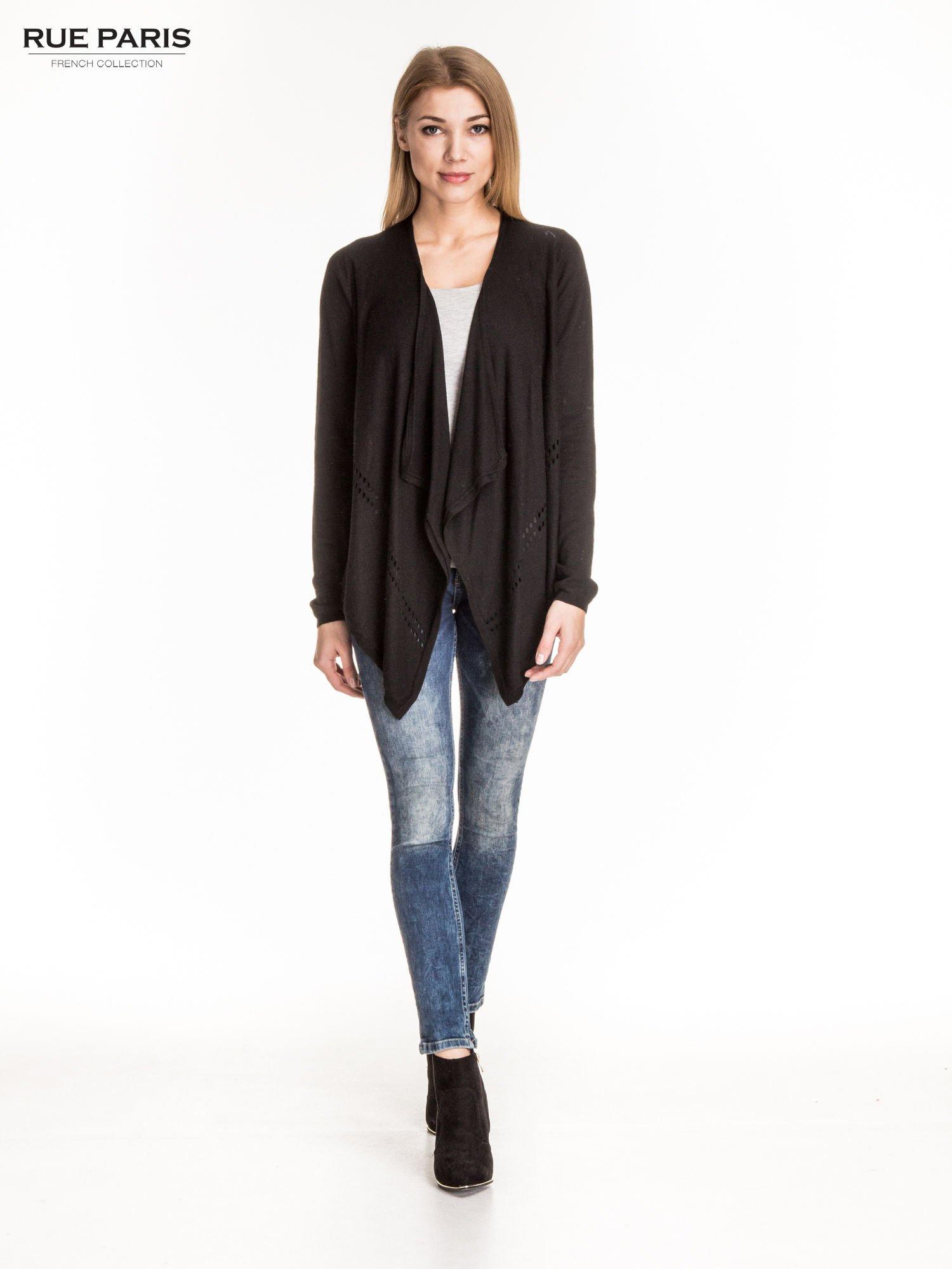 Czarny sweter z kaskadowymi bokami i oczkami                                  zdj.                                  2