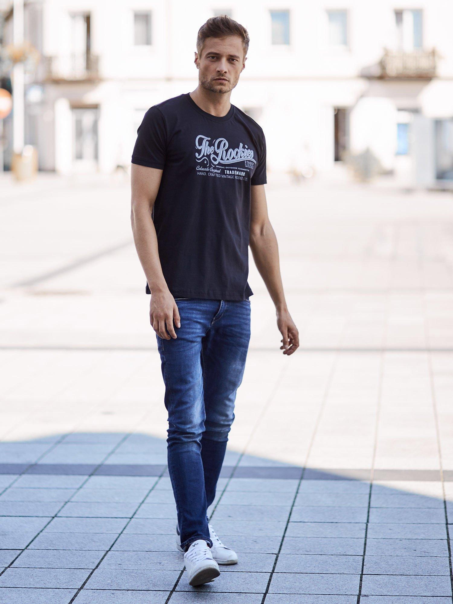 Czarny t-shirt męski z nadrukiem napisu THE ROCKIES                                  zdj.                                  6