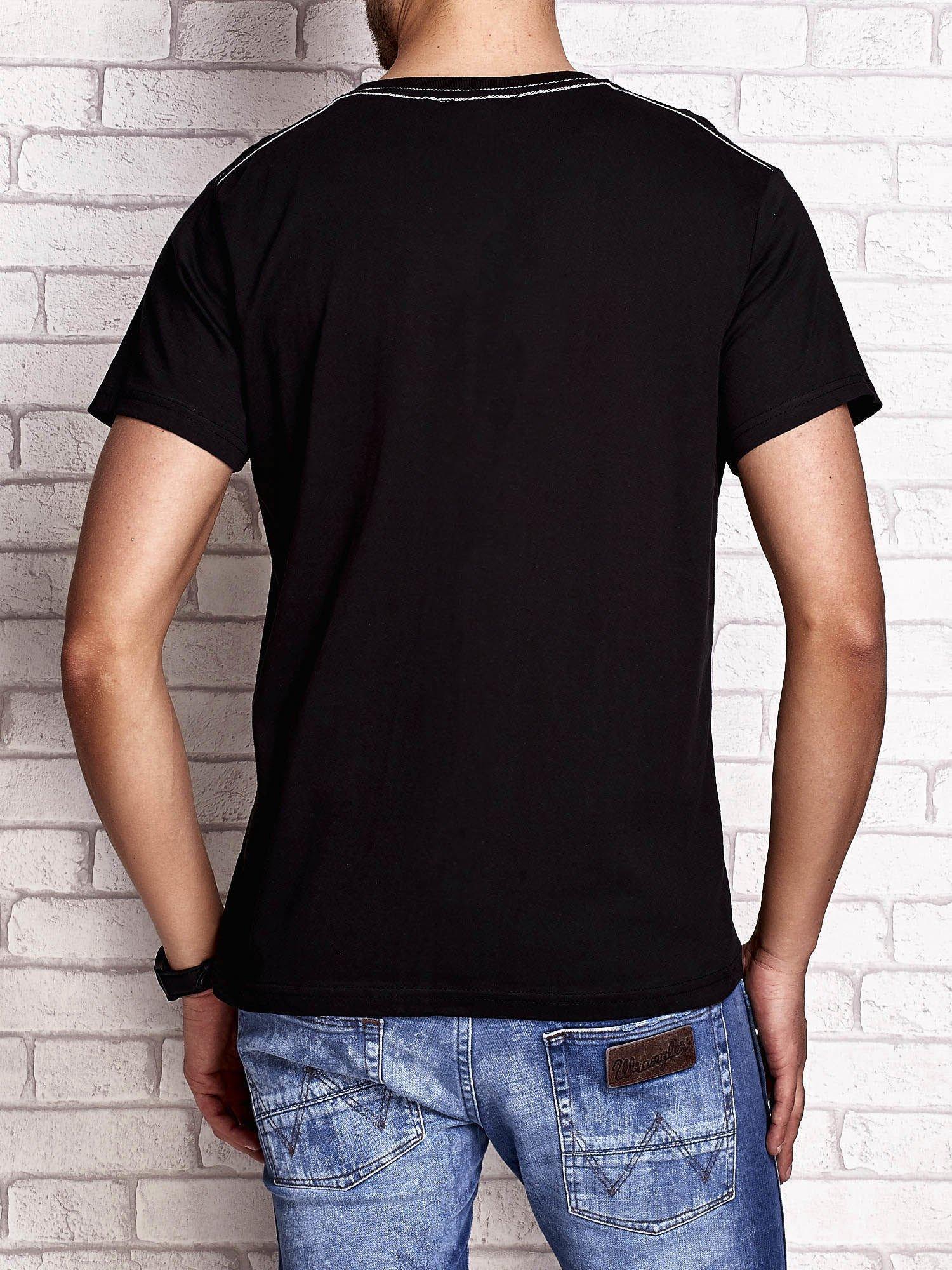 Czarny t-shirt męski z napisem BROOKLYN ATHLETIC UNIVERSITY                                  zdj.                                  2