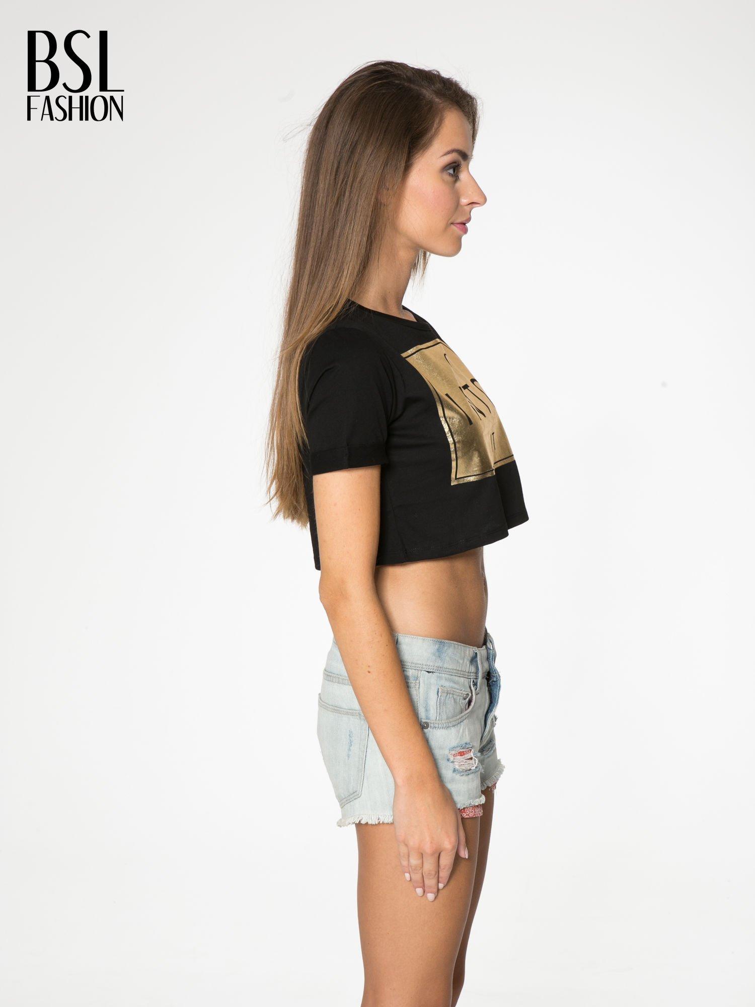 Czarny t-shirt przed pępek ze złotym nadrukiem GET INTO IT                                  zdj.                                  3
