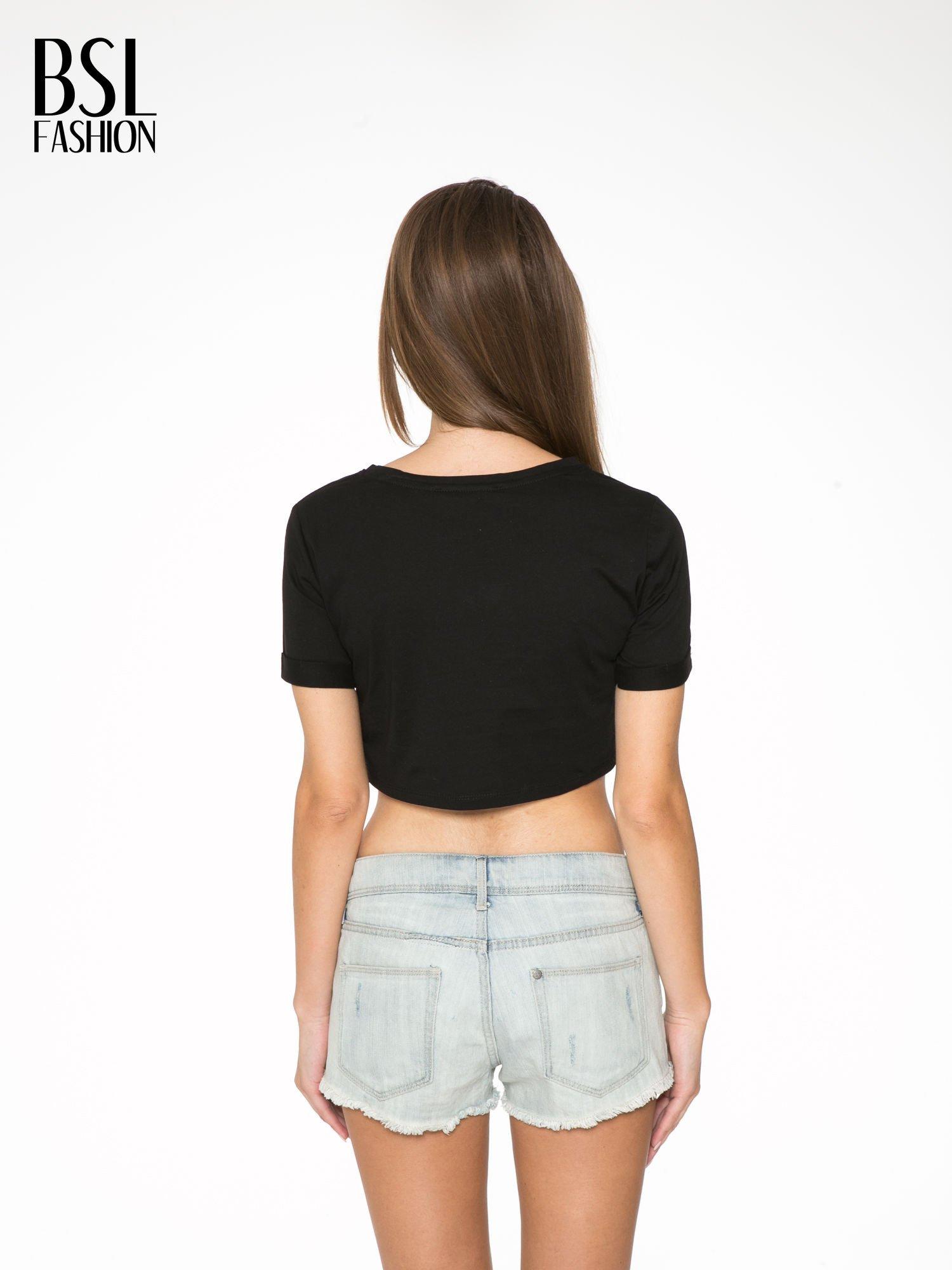 Czarny t-shirt przed pępek ze złotym nadrukiem GET INTO IT                                  zdj.                                  4