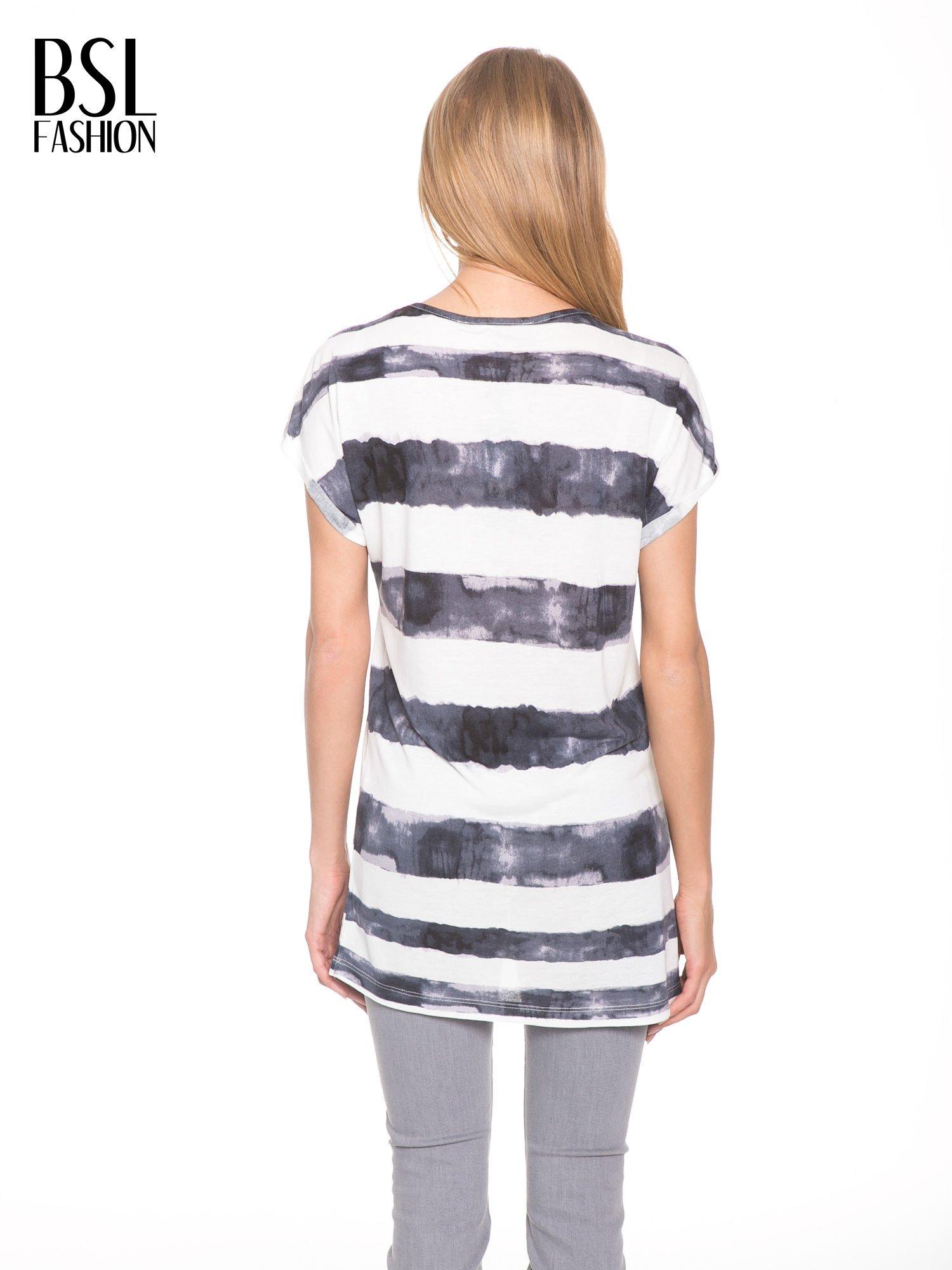 Czarny t-shirt w paski tie-dye                                  zdj.                                  4