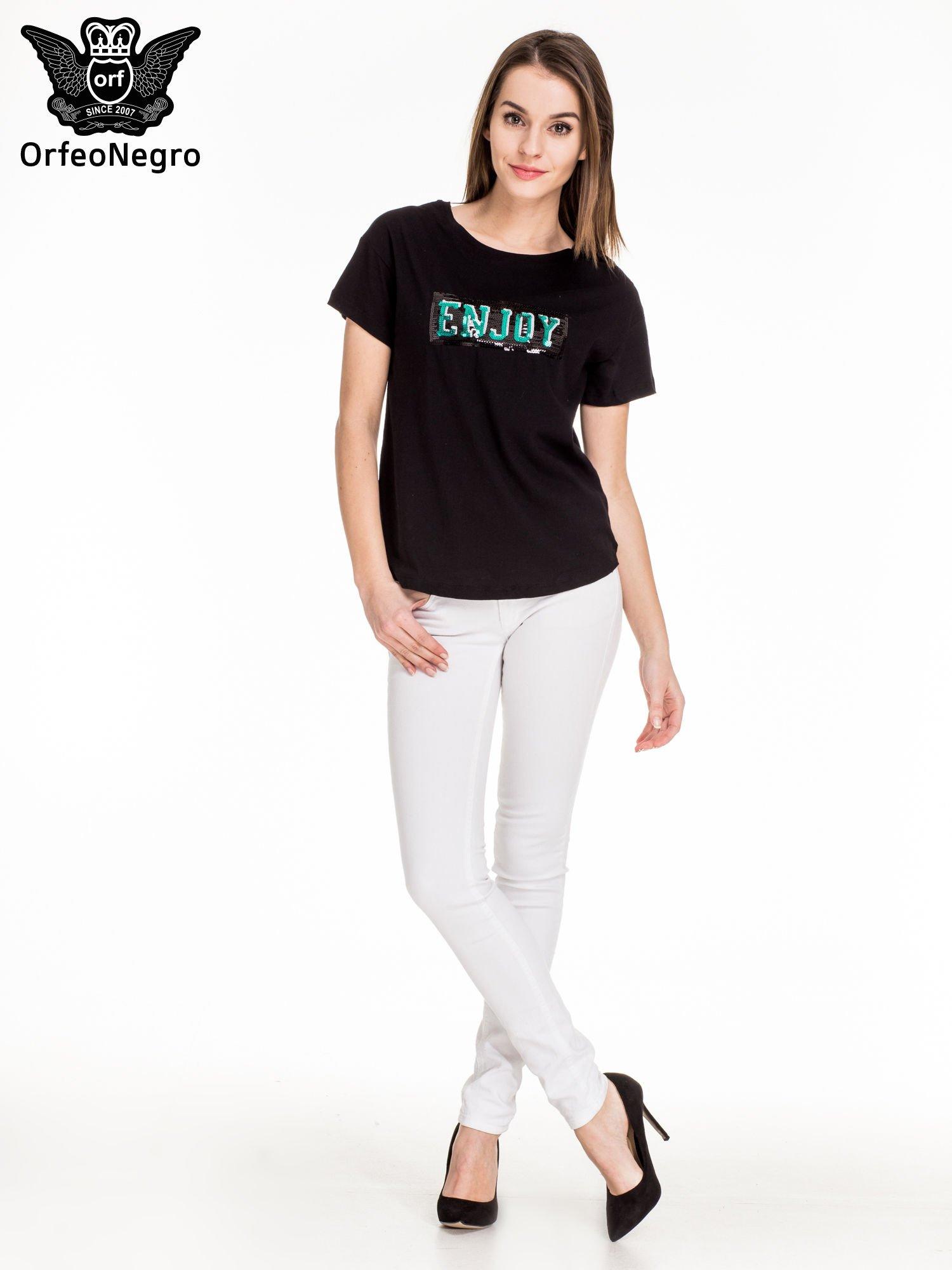 Czarny t-shirt z aplikacją ENJOY z cekinów                                  zdj.                                  4
