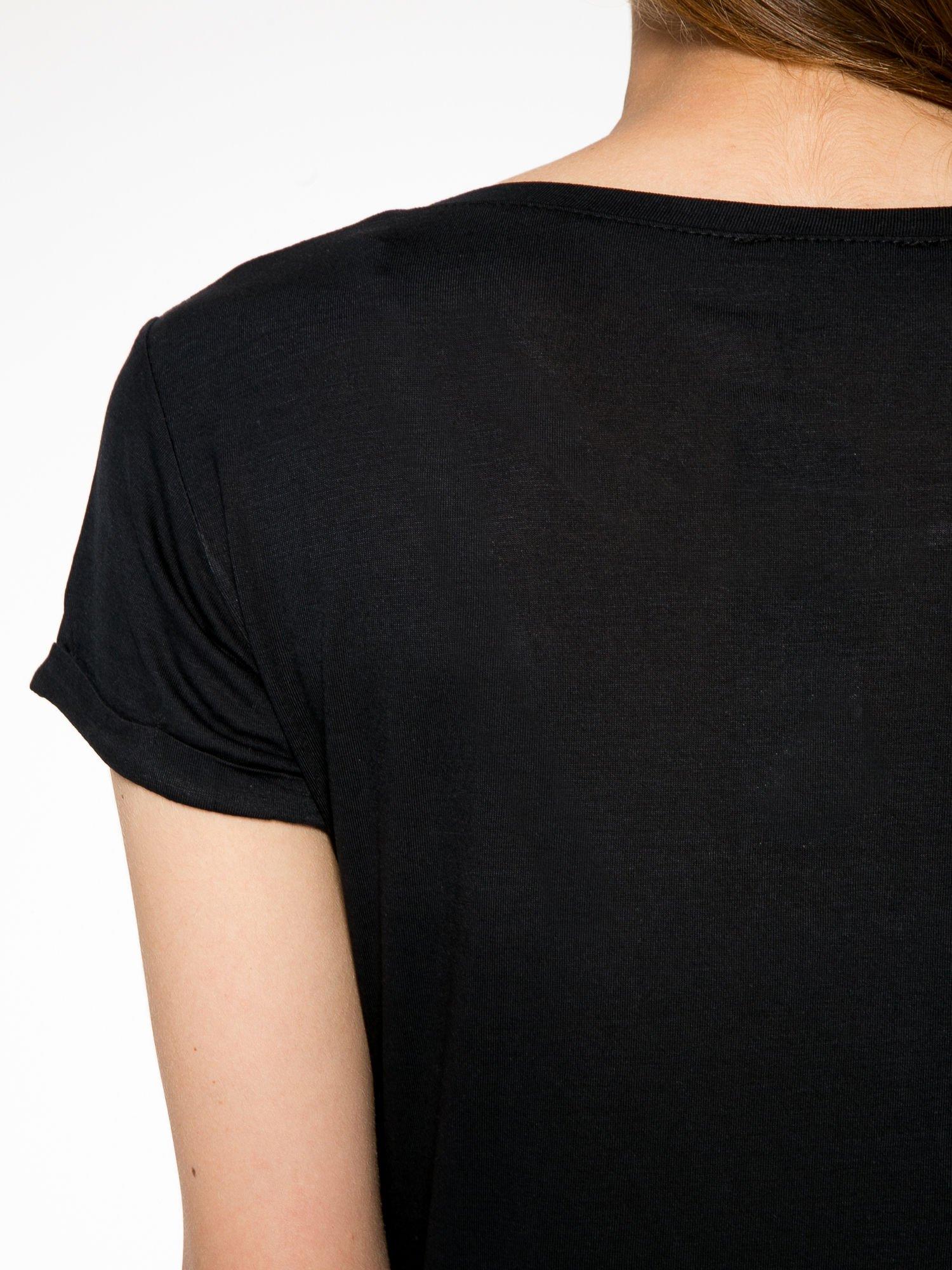 Czarny t-shirt z kolorowym nadrukiem I'M NOT YOUR BABE                                  zdj.                                  9