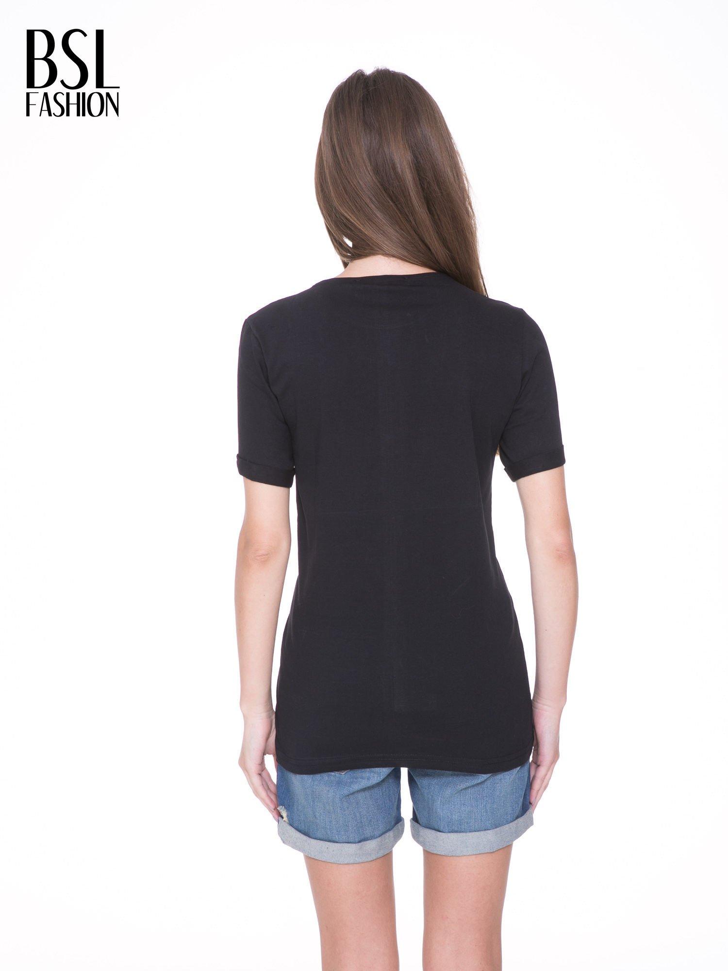 Czarny t-shirt z nadrukiem HEROÉS IN PARIS                                  zdj.                                  4