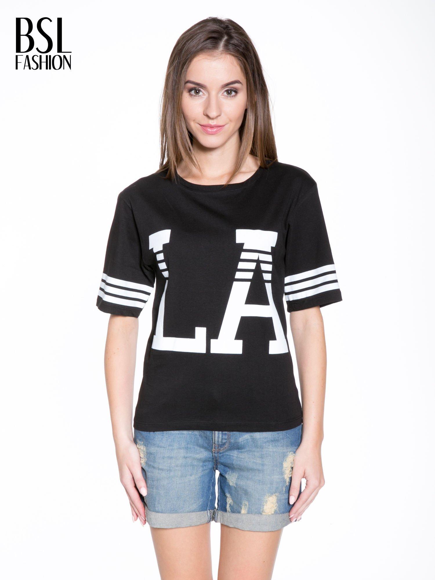 Czarny t-shirt z nadrukiem LA w baseballowym stylu                                  zdj.                                  1