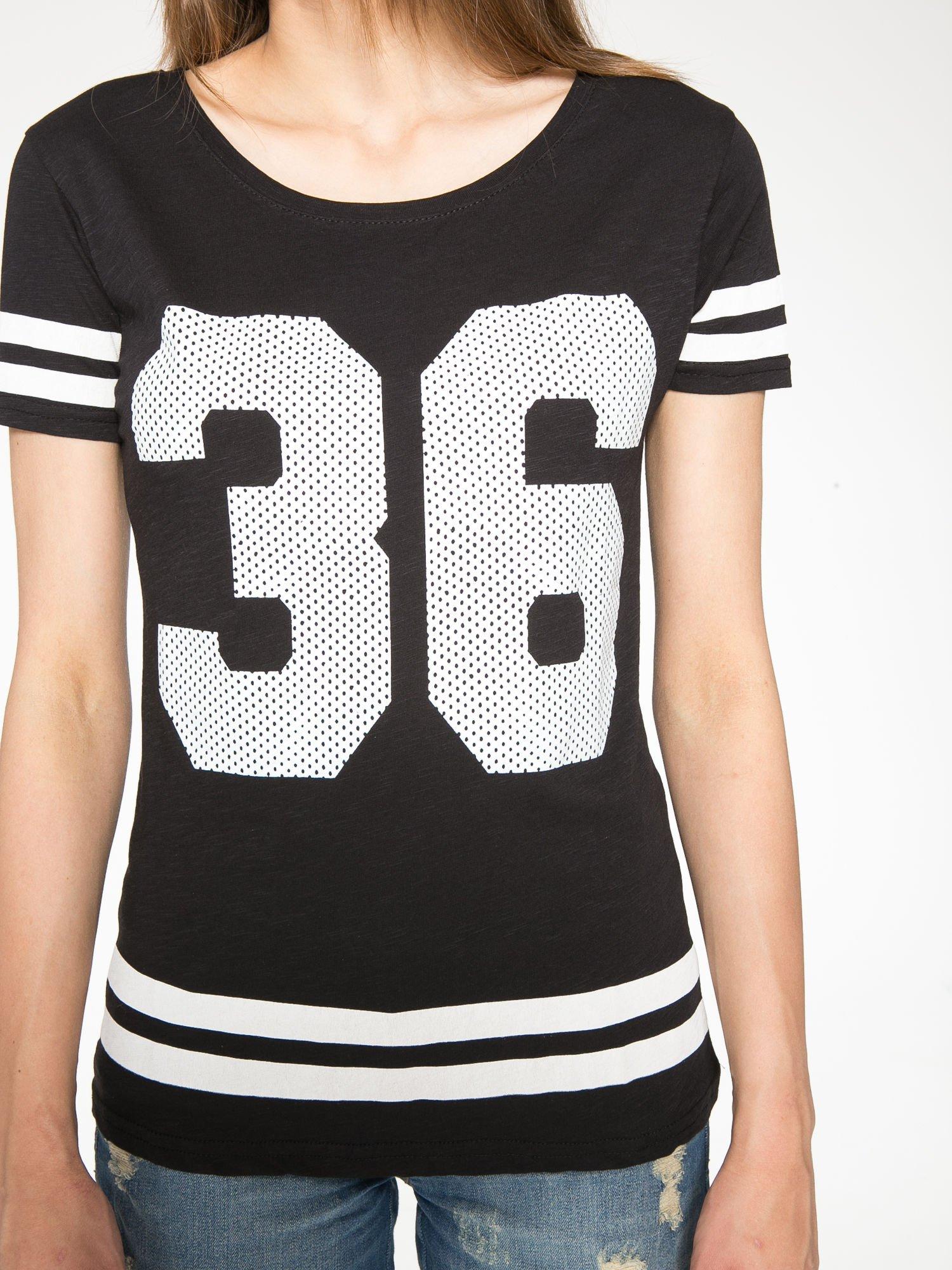 Czarny t-shirt z nadrukiem numerycznym w stylu baseball                                  zdj.                                  7
