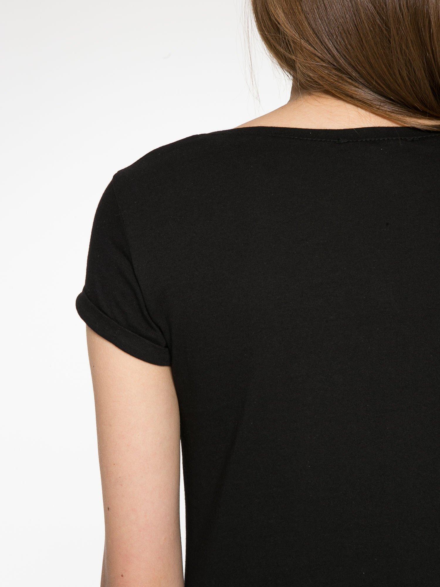 Czarny t-shirt z nadrukiem szczeniąt                                  zdj.                                  11