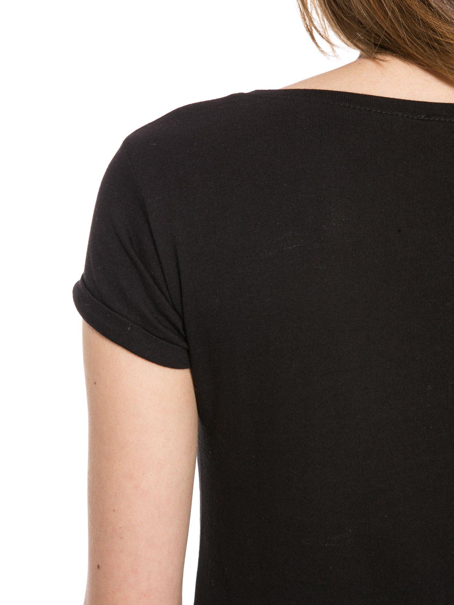 Czarny t-shirt z nadrukiem troskliwych misiów                                  zdj.                                  9
