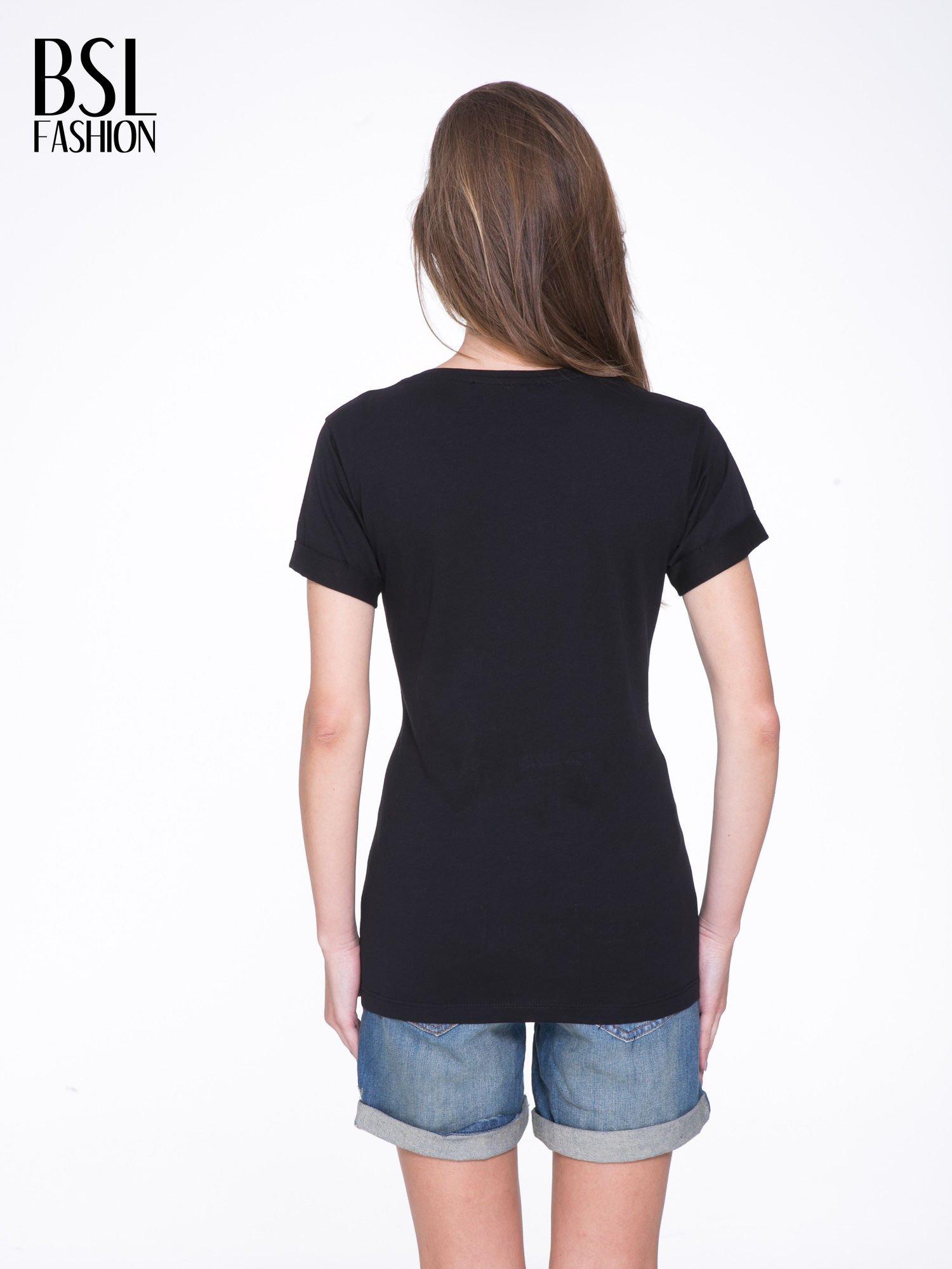 Czarny t-shirt z napisem FÉLINE MEOW                                  zdj.                                  4