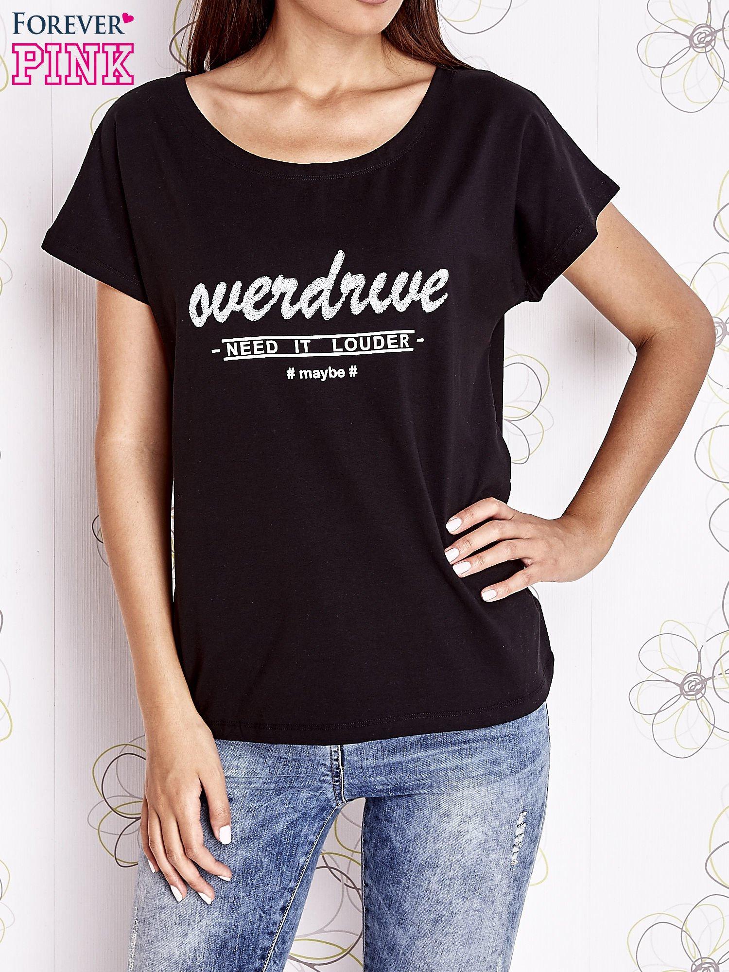 Czarny t-shirt z napisem NEED IT LOUDER                                  zdj.                                  1