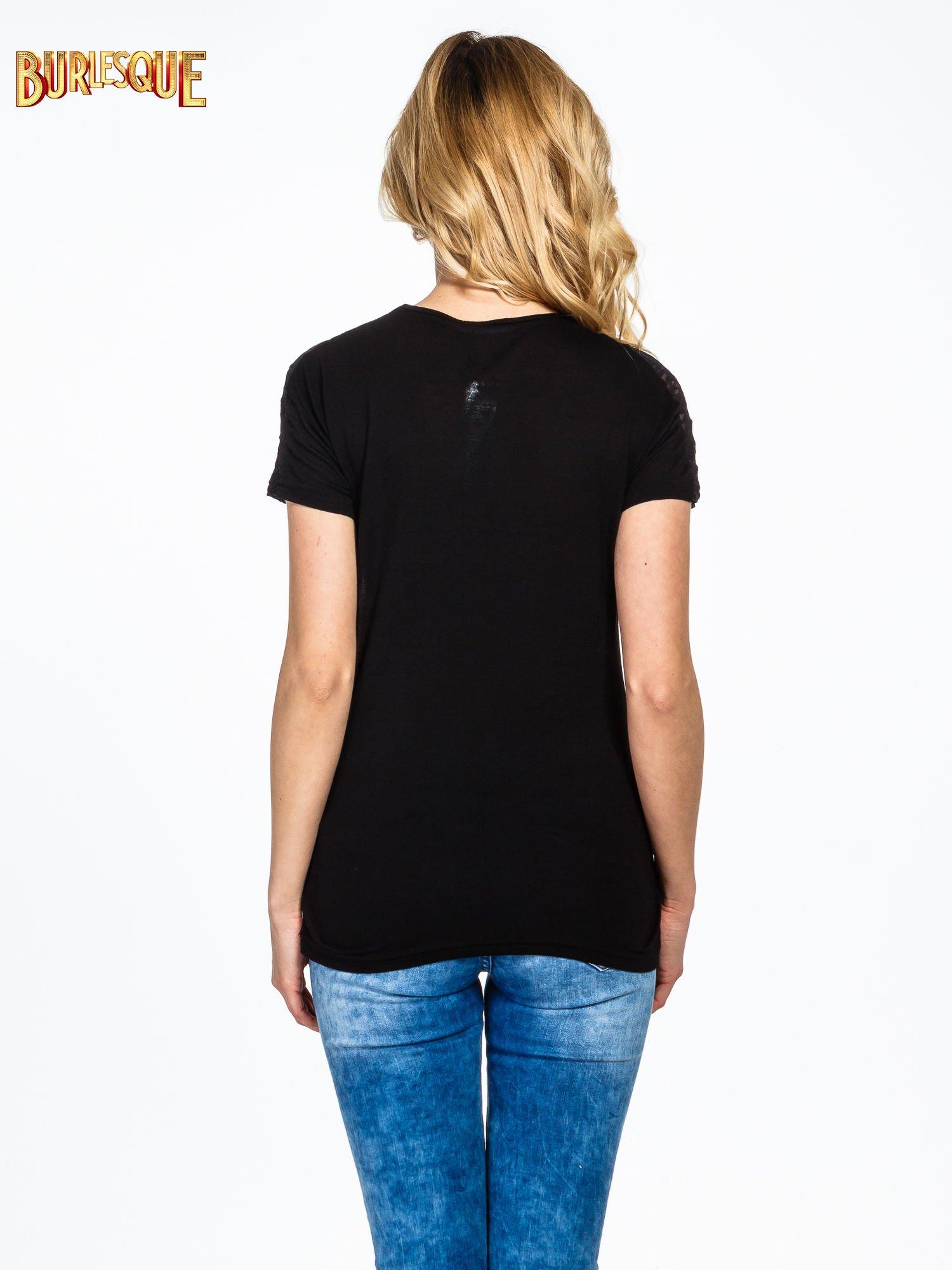 Czarny t-shirt z napisem WONDER FOR A MOMENT                                  zdj.                                  4