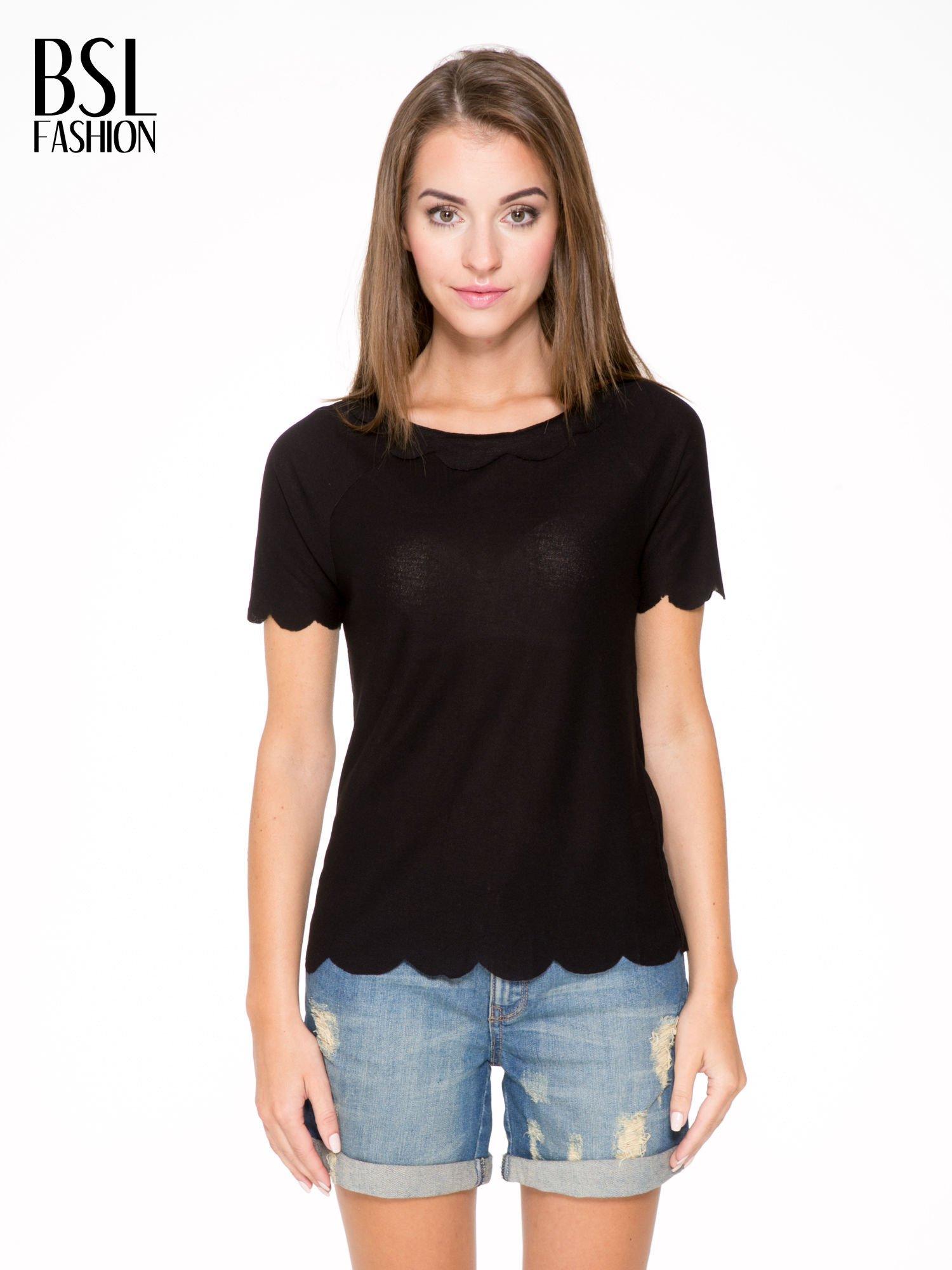Czarny t-shirt z ozdobnym wykończeniem                                  zdj.                                  1