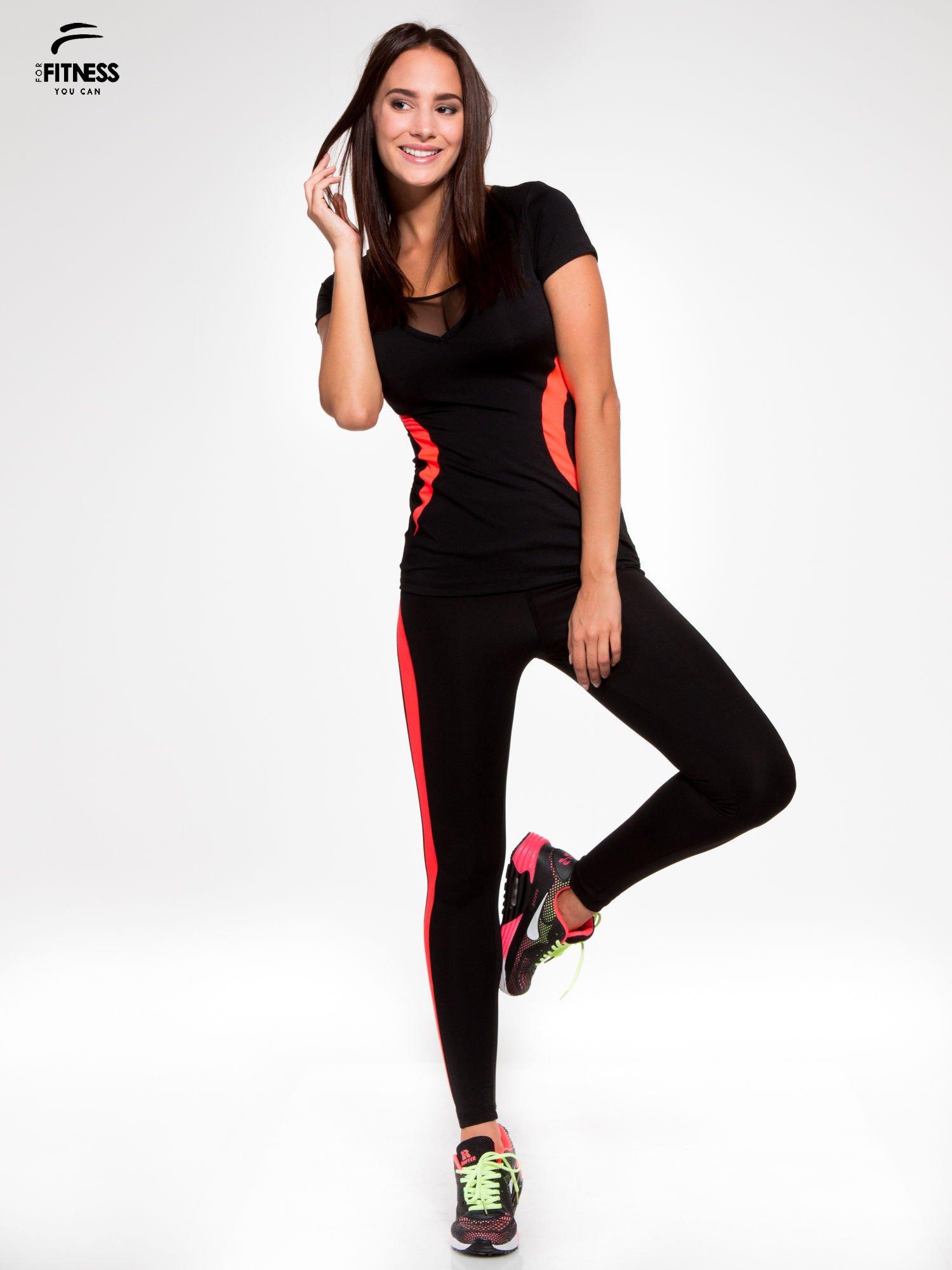 Czarny termoaktywny t-shirt sportowy z siateczką przy dekolcie z fluoróżową wstawką ♦ Performance RUN                                  zdj.                                  5