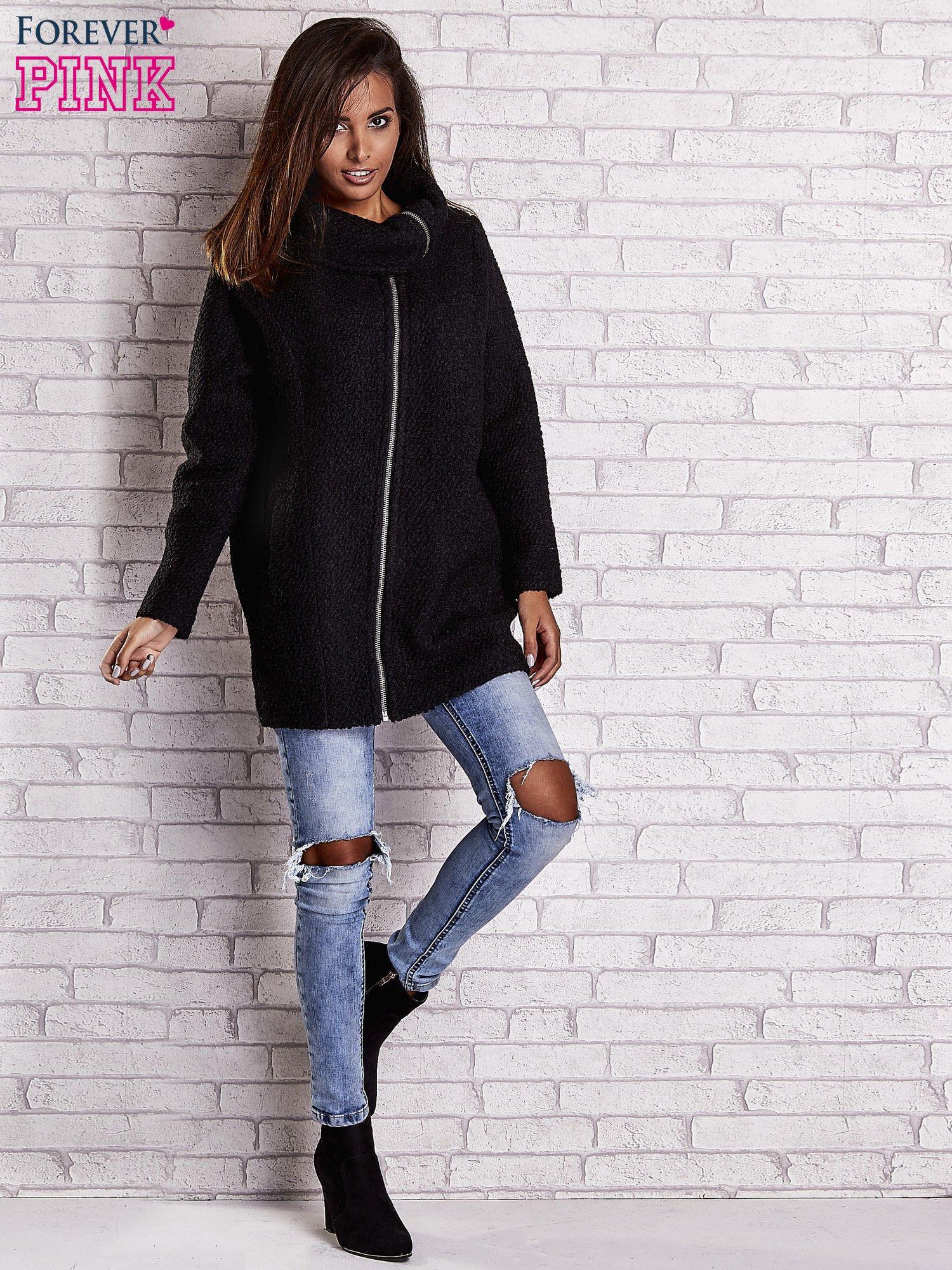 Czarny wełniany płaszcz z kieszeniami i dużym kołnierzem                                  zdj.                                  2