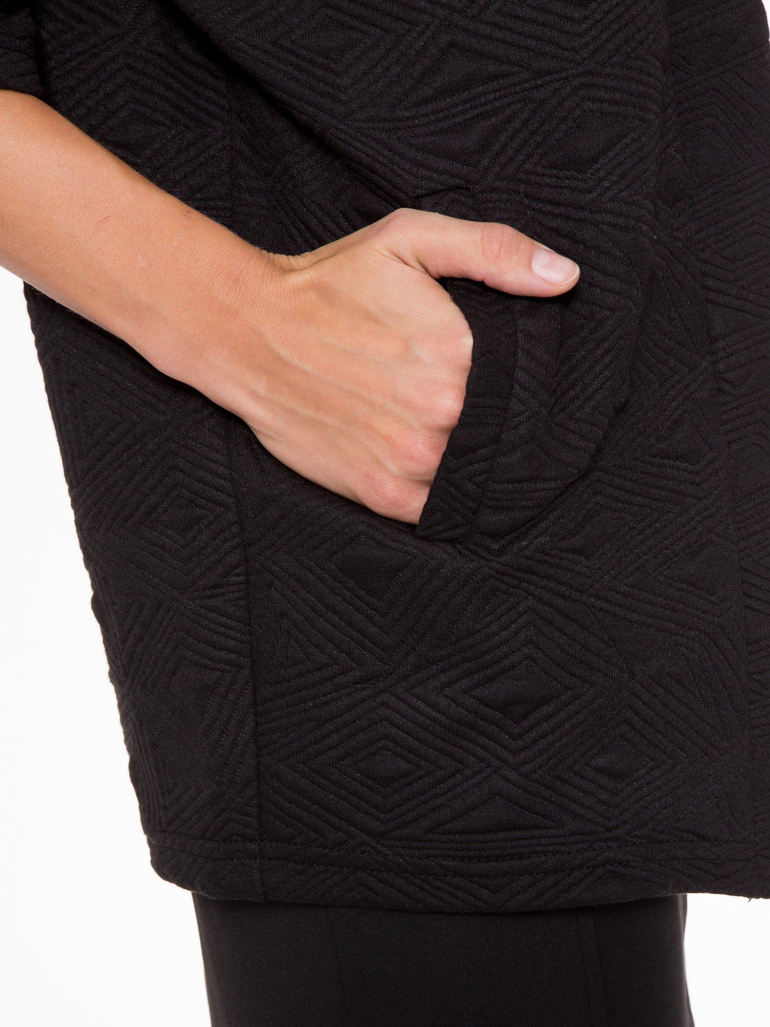 Czarny żakiet kimono o fakturze w geometryczne wzory                                  zdj.                                  8