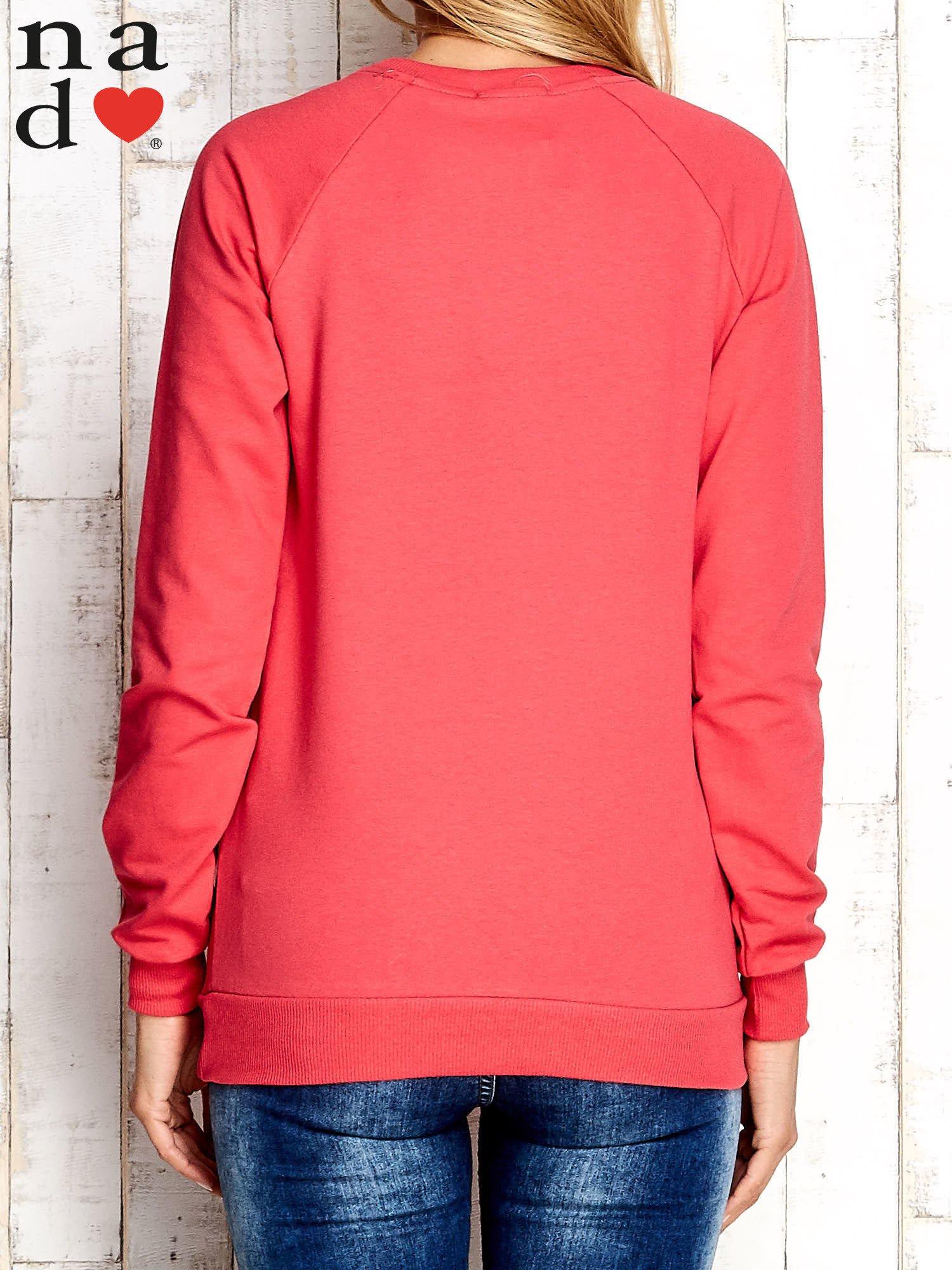 Czerwona bluza z cyfrą 27                                  zdj.                                  2