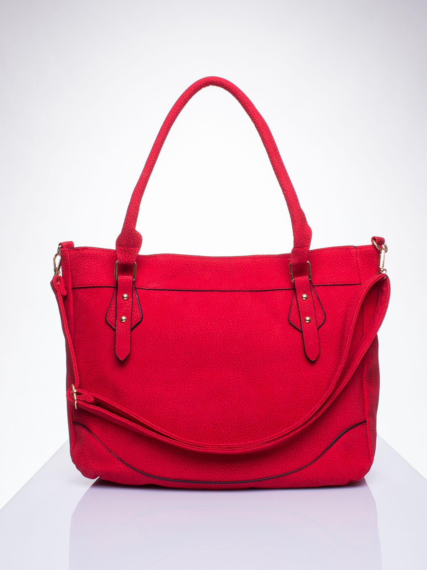 Czerwona fakturowana torba miejska z odpinanym paskiem                                  zdj.                                  1
