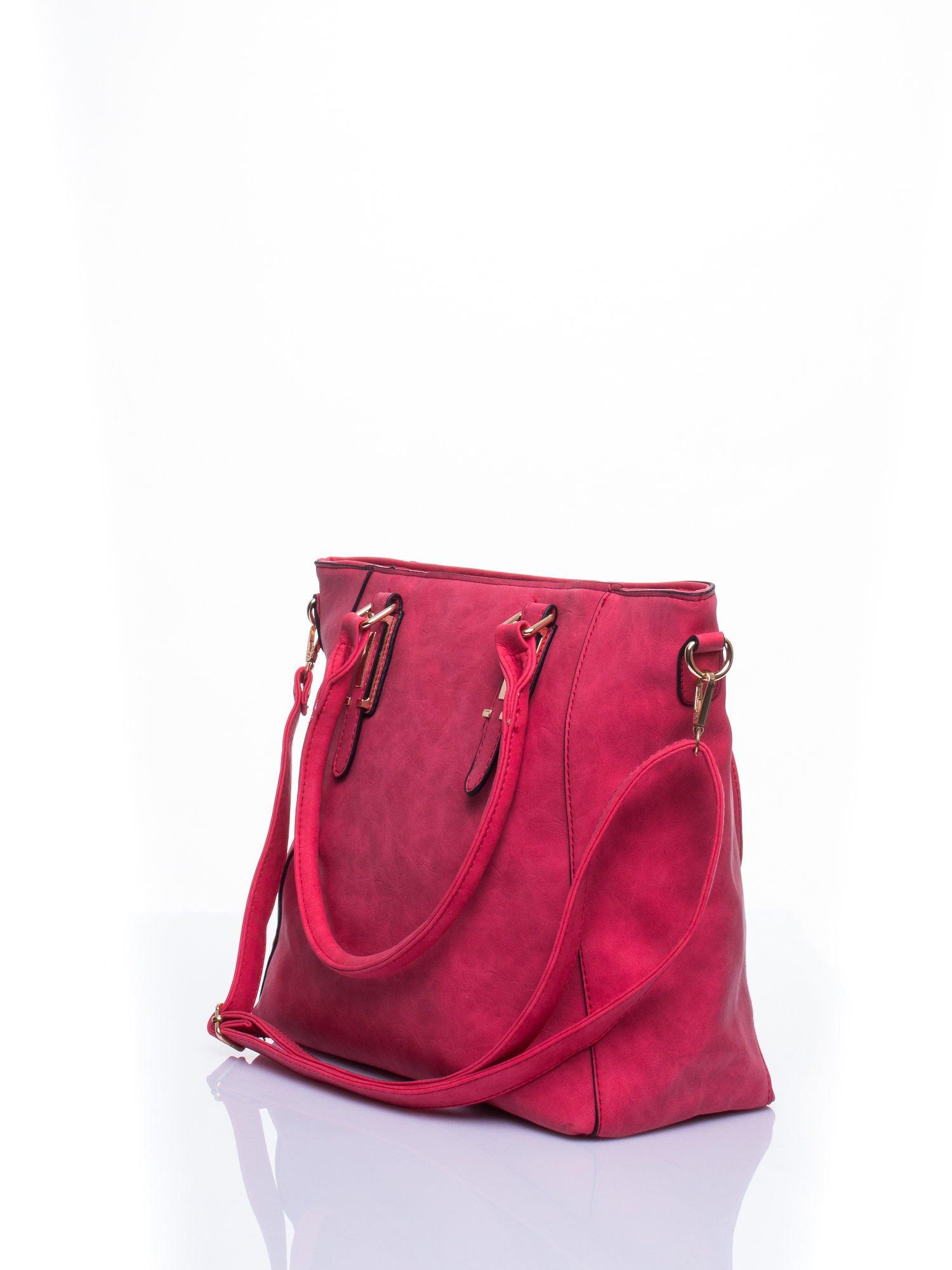 Czerwona fakturowana torba z odpinanym paskiem                                  zdj.                                  3